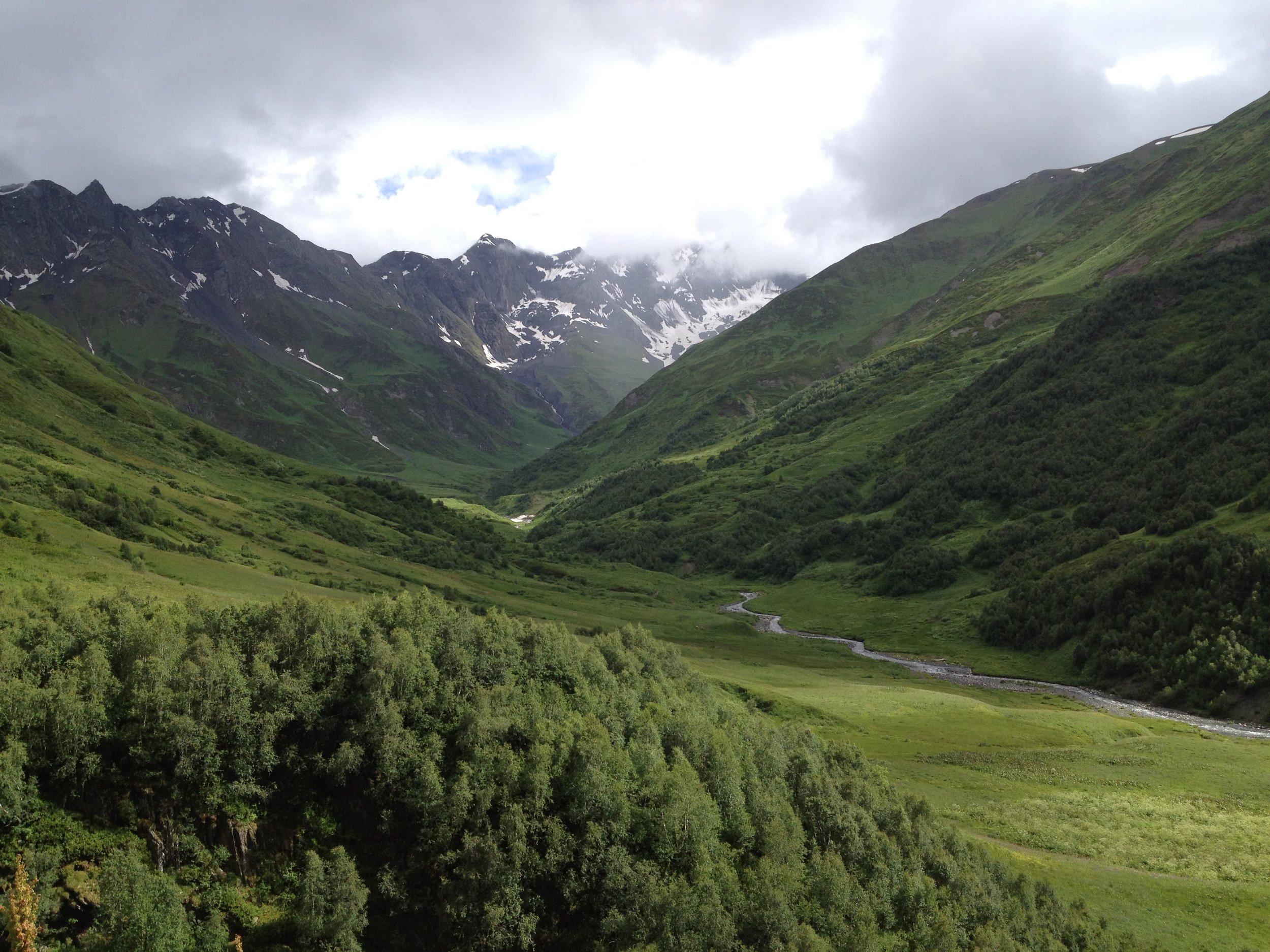 Taki widok budził mnie codziennie, gdy moi koledzy szukali zagubionej gdzieś wysoko w kaukaskich górach starej radzieckiej kopalni. Nie pytajcie po co jej szukali :D