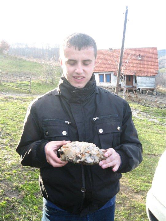 Górnik z Kosowa prezentuje z dumą jakiś nic nie warty gruz :D