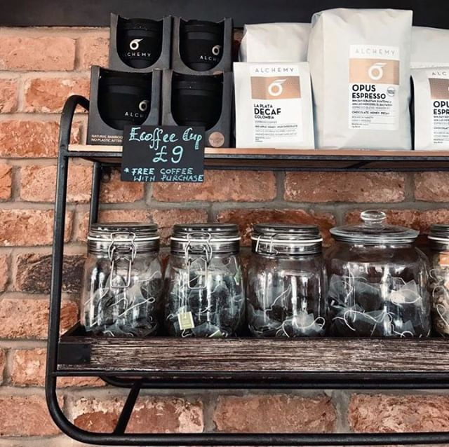 Coffee to go? If you're trying to avoid single-use coffee cups, you can purchase one of our @alchemycoffeeroasters ecoffee cups and get your first coffee for free 💸⠀ ⠀ #cafe #pizzaproject #pizzaprojectcafe #merstham #surrey #coffee #ecoffeecup #eco #ecofriendly #free #freecoffee #offer #takeaway #takeawaycoffee #coffeetogo #caffeine #pizza #woodfiredpizza #italian #authentic #woodfired #pizzatime #food #foodofinstagram #foodofig #instafood