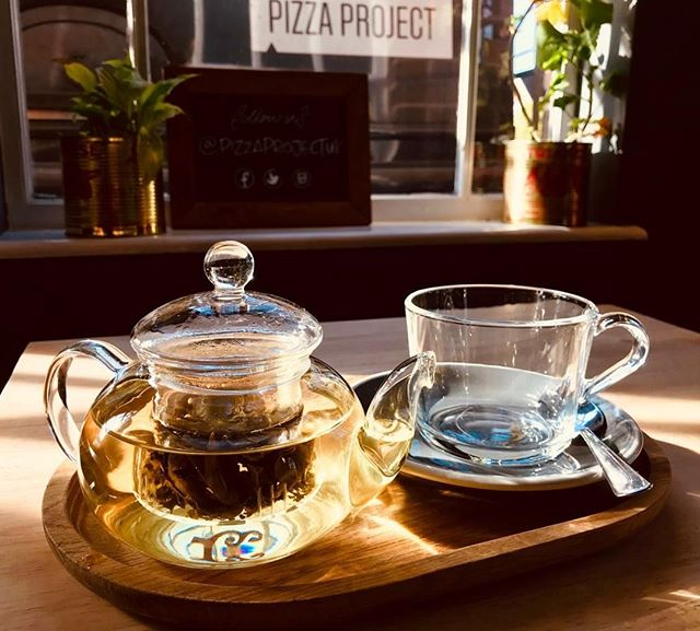 Enjoy a pot of organic, loose leaf herbal tea at the Pizza Project Cafe as the springtime sun shines through the window 🌞⠀ ⠀ #cafe #pizzaproject #pizzaprojectcafe #merstham #surrey #coffee #ecoffeecup #eco #ecofriendly #free #freecoffee #offer #takeaway #takeawaycoffee #coffeetogo #caffeine #pizza #woodfiredpizza #italian #authentic #woodfired #pizzatime #food #foodofinstagram #foodofig #instafood