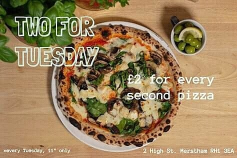 Pop over to Pizza Project Cafe in Merstham for £2 pizza 🍕 What's not to love!  Portabella Pizza; mushrooms 🍄 spinach🌱 goats cheese 🐐 and garlic (v/vg) - Elena . . . . . . . . #authenticitalianpizza #2fortuesday #vegetarian #portabella #surreyfood #veganfriendly #glutenfree #deals #pizzaproject