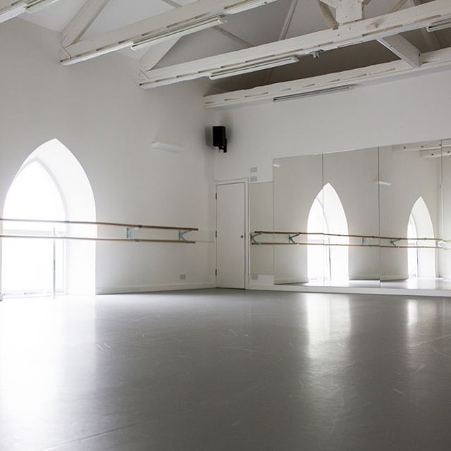I love the vibe of being at the studio...something about the clean lines and empty space, paired with the buzz and energy from our lovely community of clients always leaves me finishing a class feeling happy!!! Victoria x 💫💫💫 #totnes #boutiquefitnessstudio #totnesdevon #yogastudio #pilatesstudio #boutiquefitness #dancestudio #barrestudio
