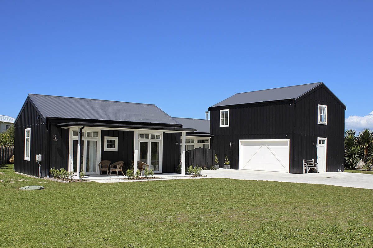 fosters_matakana_black_barn_style_new_build1.jpg