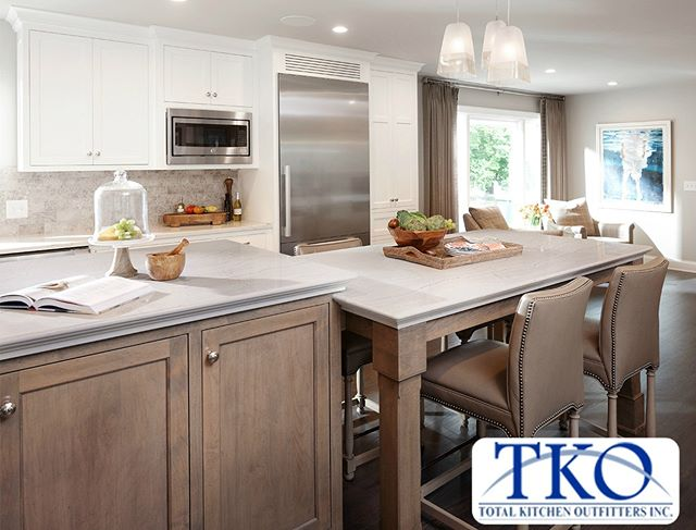 We work hand in hand with top builders and remodelers in New York and are ready to provide you with custom kitchen cabinets, counters, fixtures, vanities and more. (link in bio)