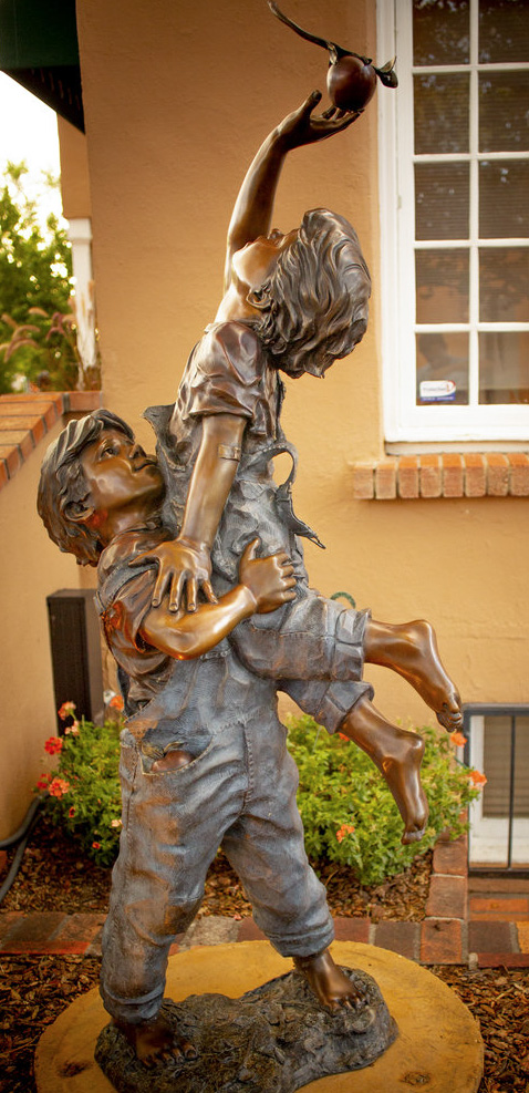 """He Ain't Heavy, Garden Monument 