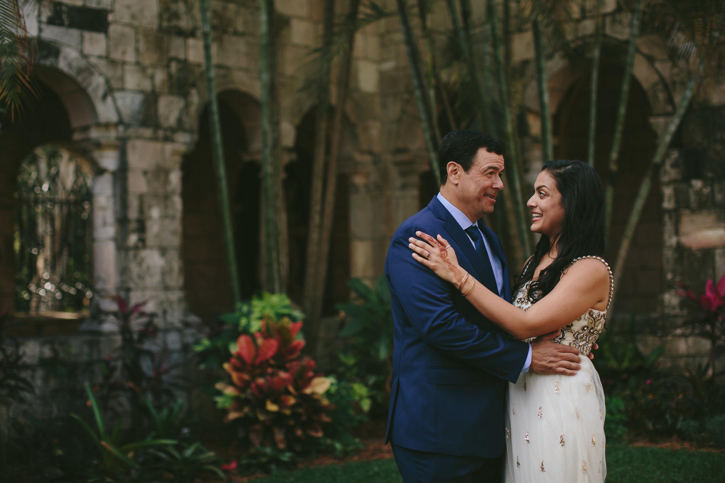 couple-wedding-day-bride-groom-tiny-house-photo-destination-wedding-photographer.jpg