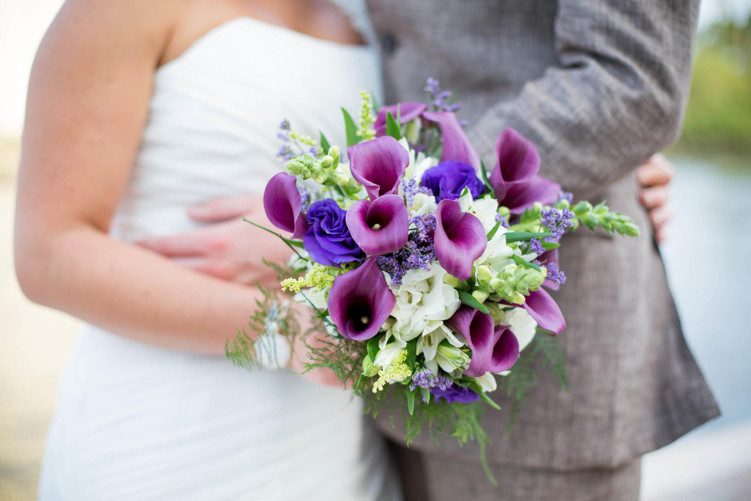 couple-wedding-flowers-tiny-house-photo-details.jpg