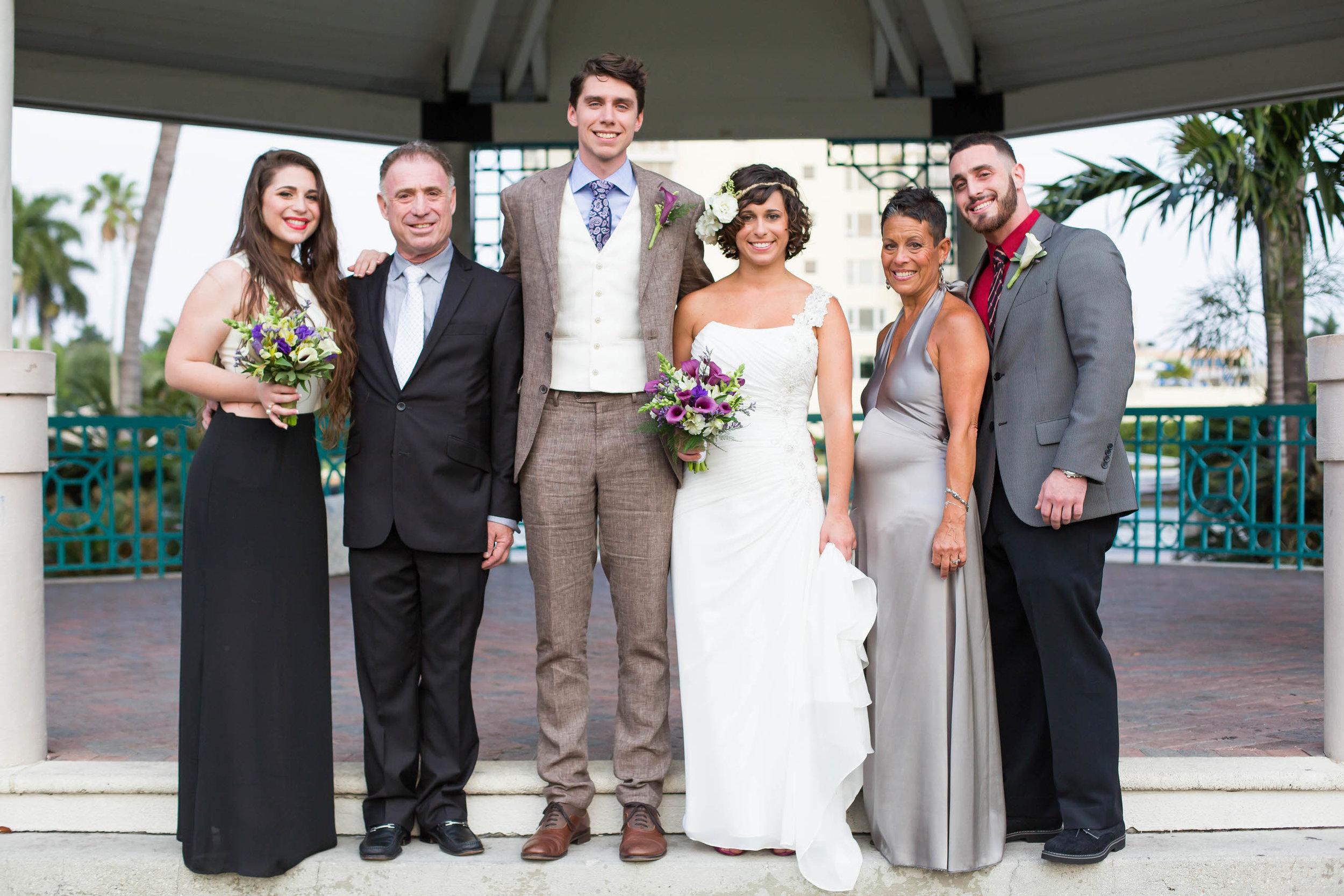 family-formals-tiny-house-photo-veterans-park-boat-wedding.jpg