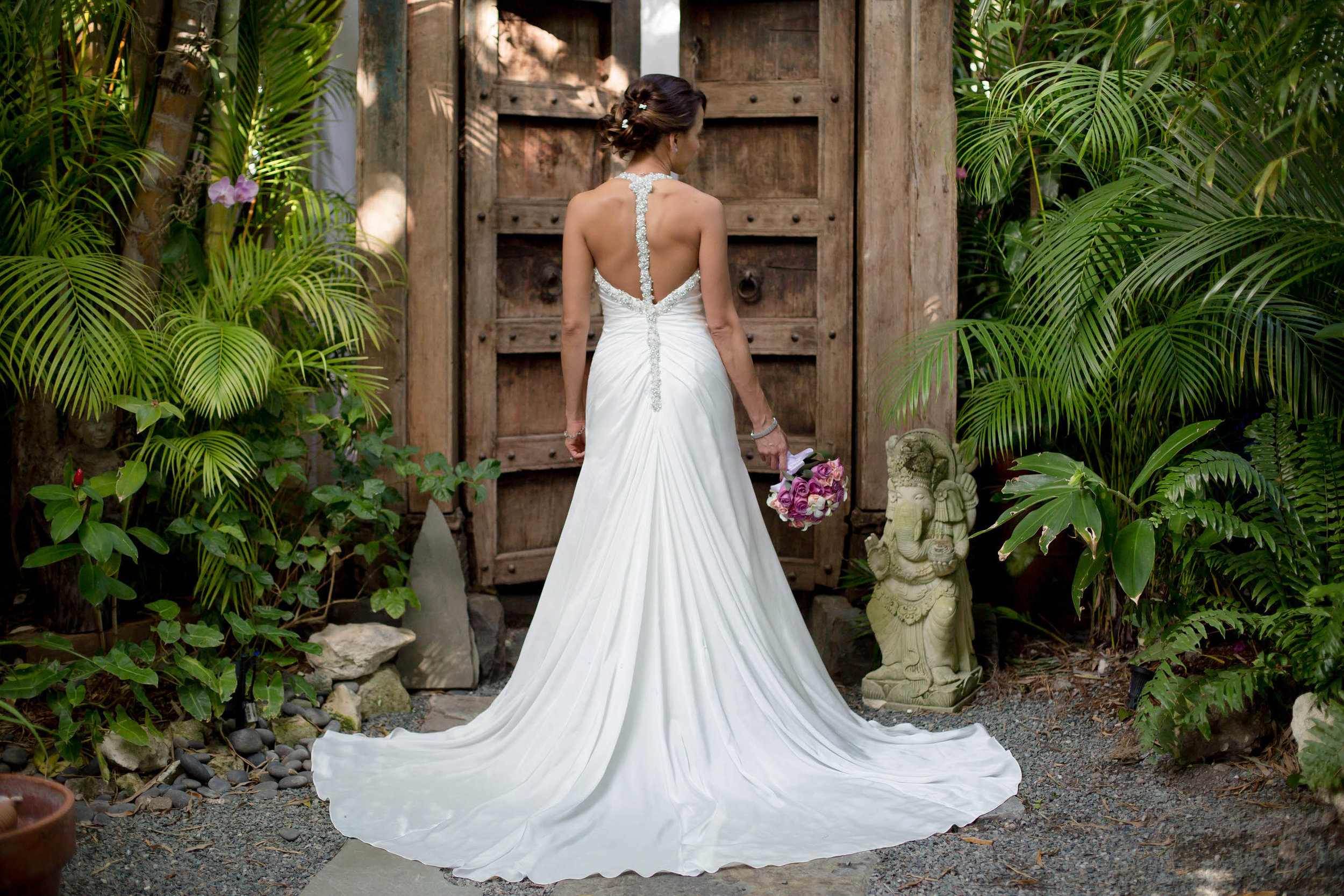 bride_beautiful_tiny_house_wedding_photography.jpg