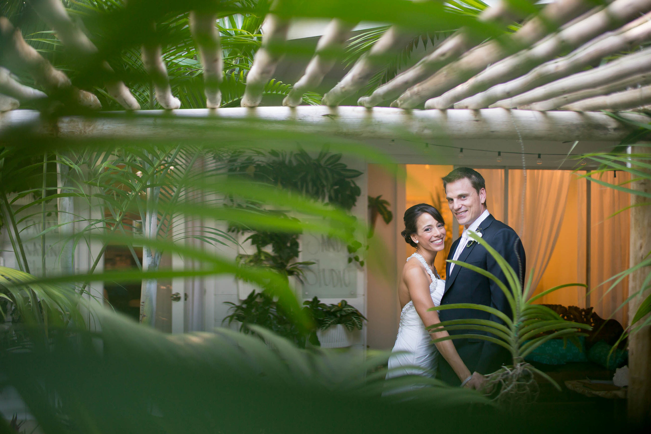 gorgeous_bride_groom_key_west_destination_wedding_photographer_tiny_house_photo.jpg