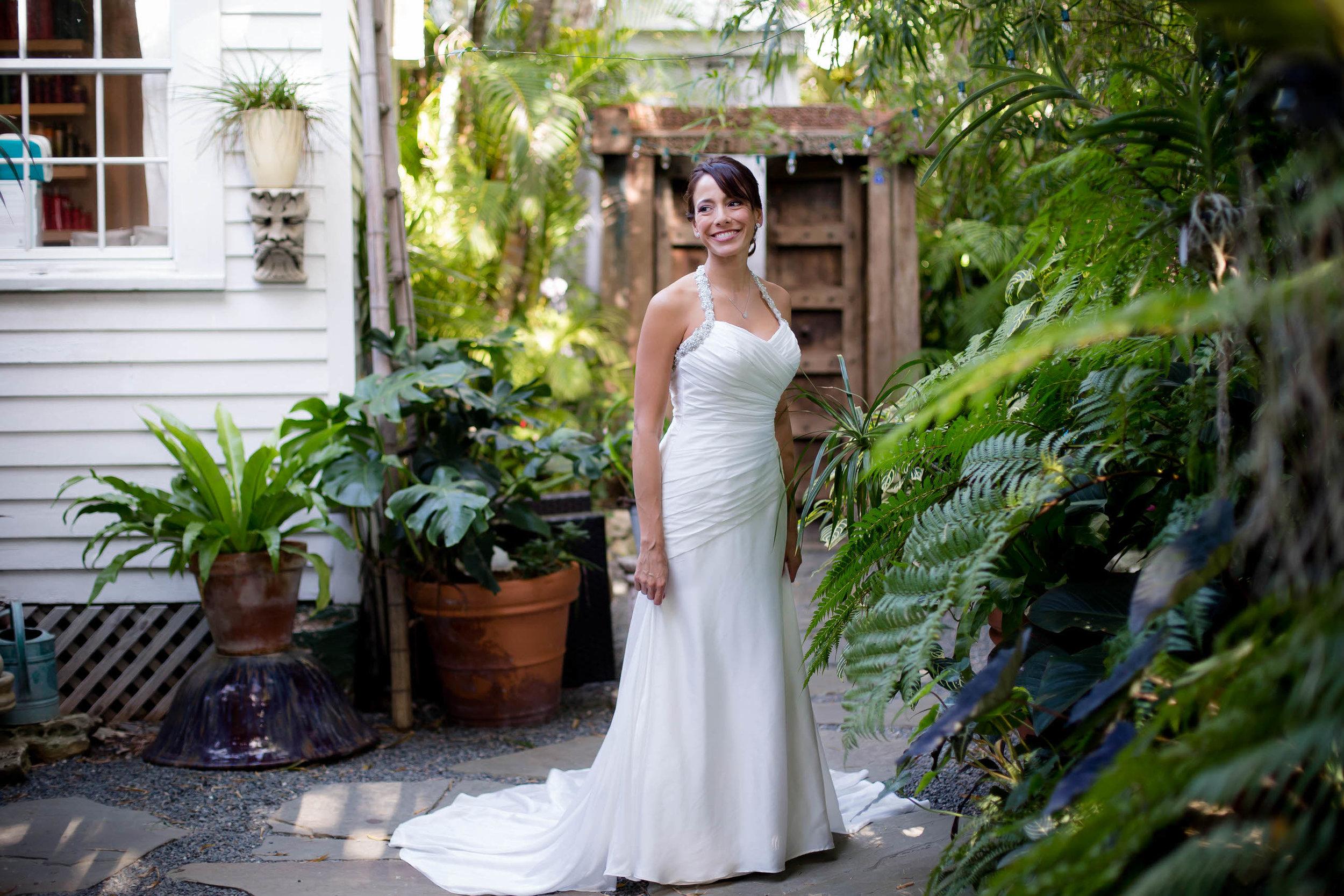 gorgeous_bride_portrait_tiny_house_photo.jpg