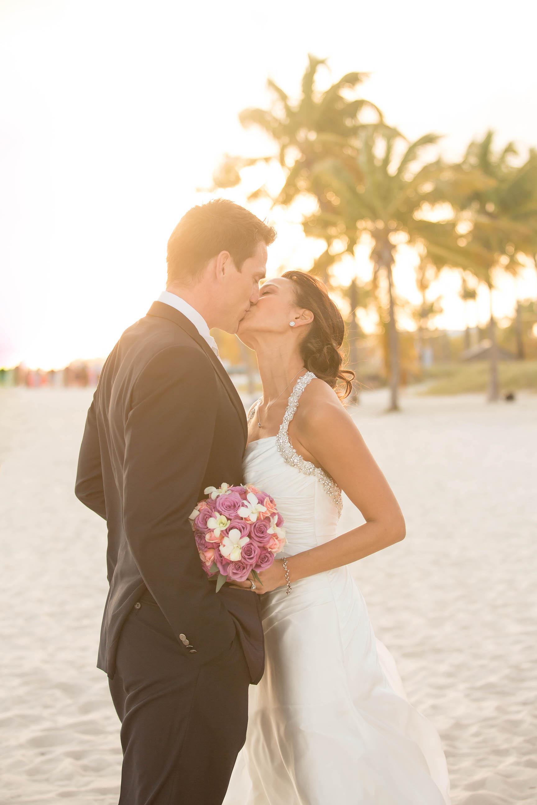 sunset_golen_beach_vibes_wedding_photography_tiny_house_photo.jpg