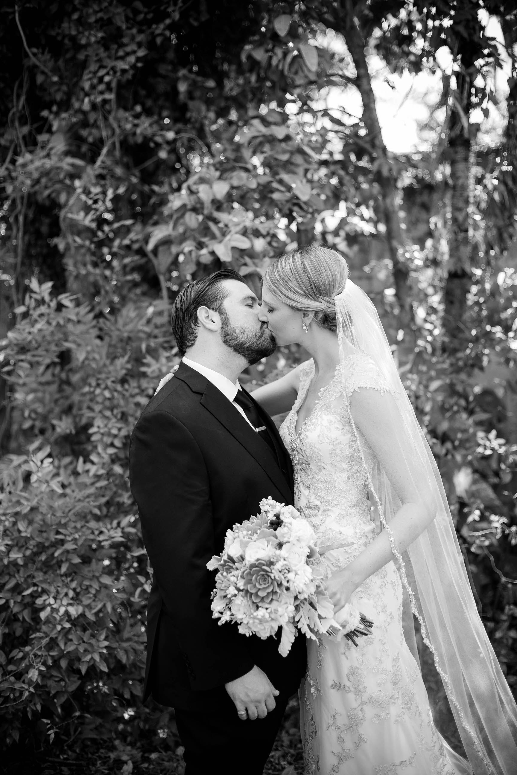 black_and_white_bride_groom_kissing_miami_wedding_tiny_house_photo.jpg
