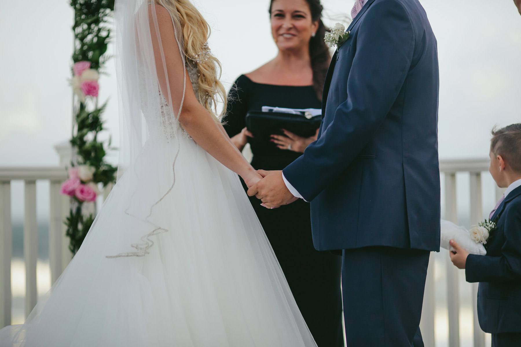 bride-groom-holding-hands-ceremony-destination-wedding-tiny-house-photo-photogrpaher.jpg