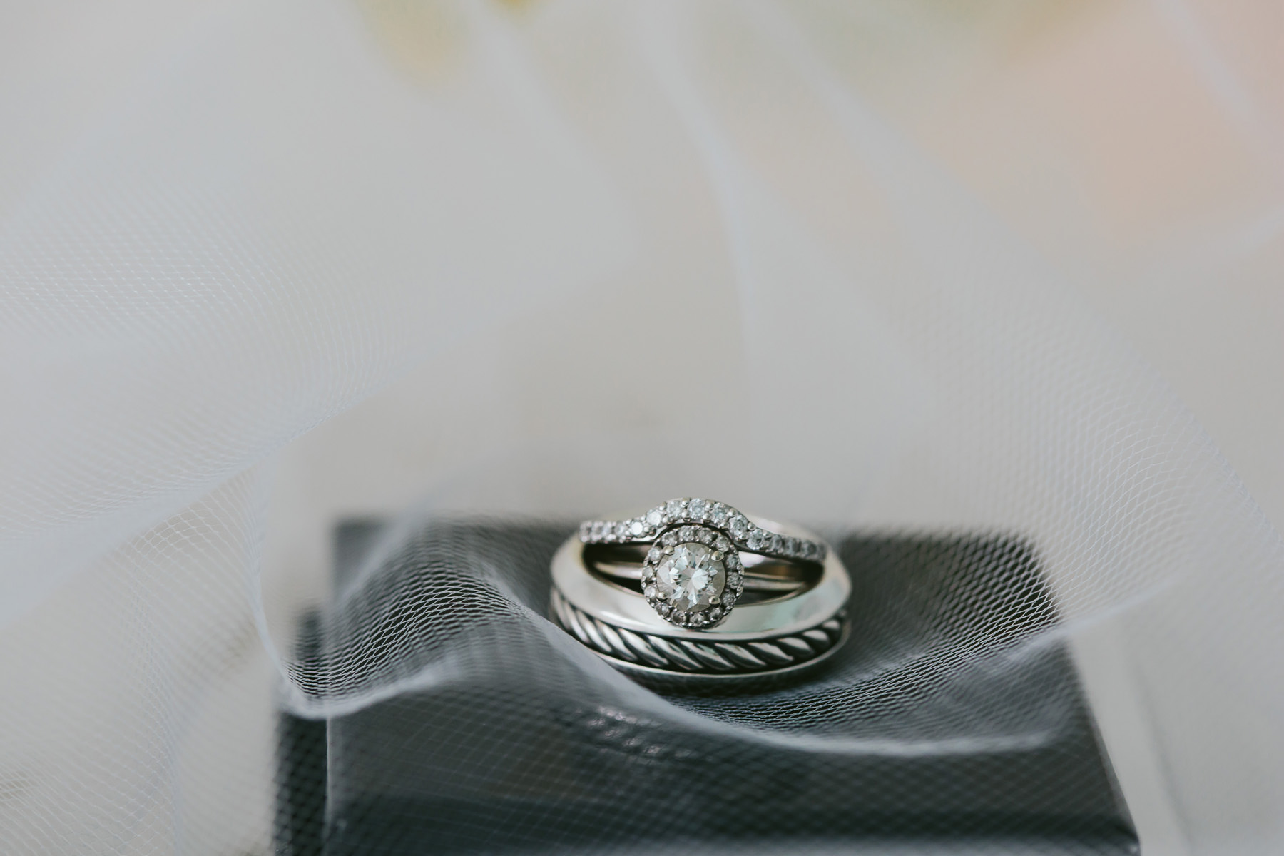 wedding-rings-details-tiny-house-photo-destination-photographer.jpg