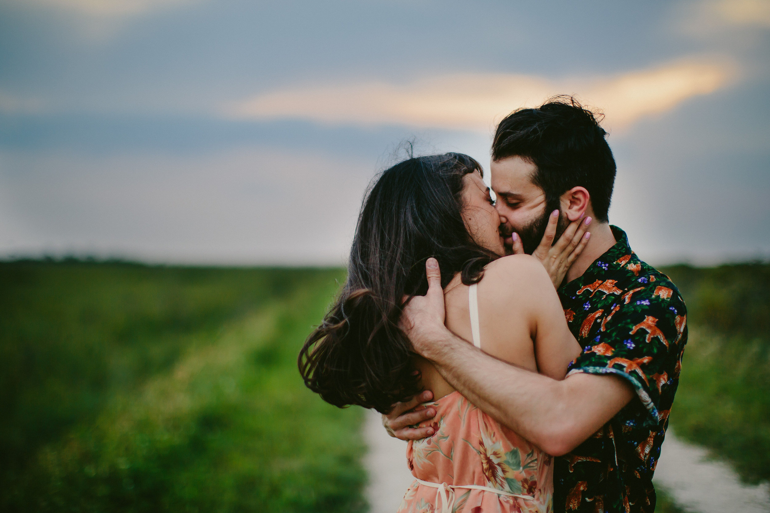 embrace-couple-hipsters-tattoo-couple-kiss-everglades-florida-wedding-photographer.jpg