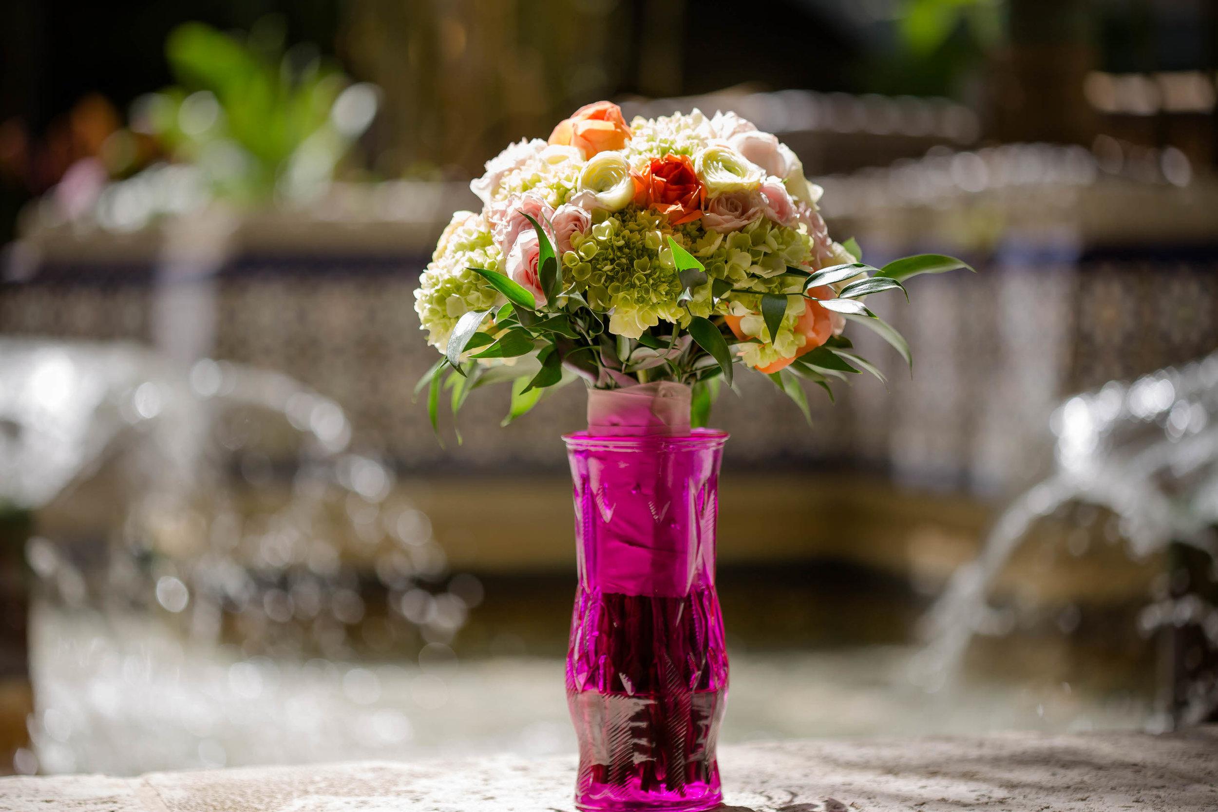 flower-bouquet-tiny-house-photo-miami-wedding-photographer.jpg