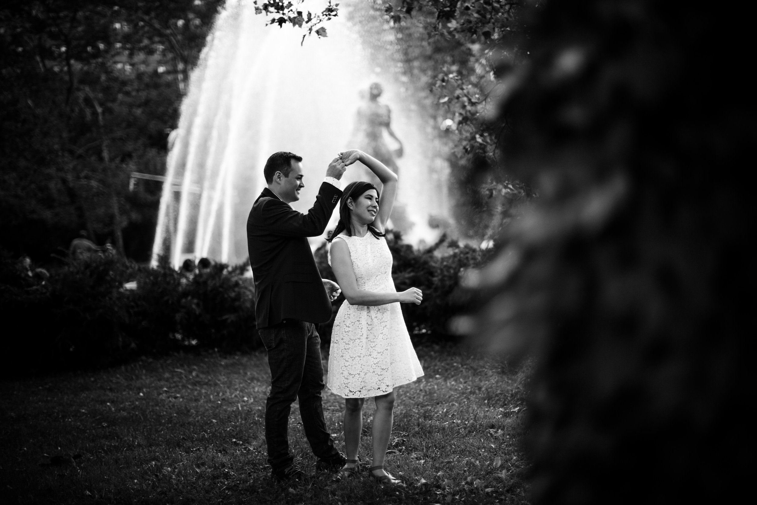 dancing_in_the_park_tiny_house_photo_moments_fountain_nyc_love_photography.jpg