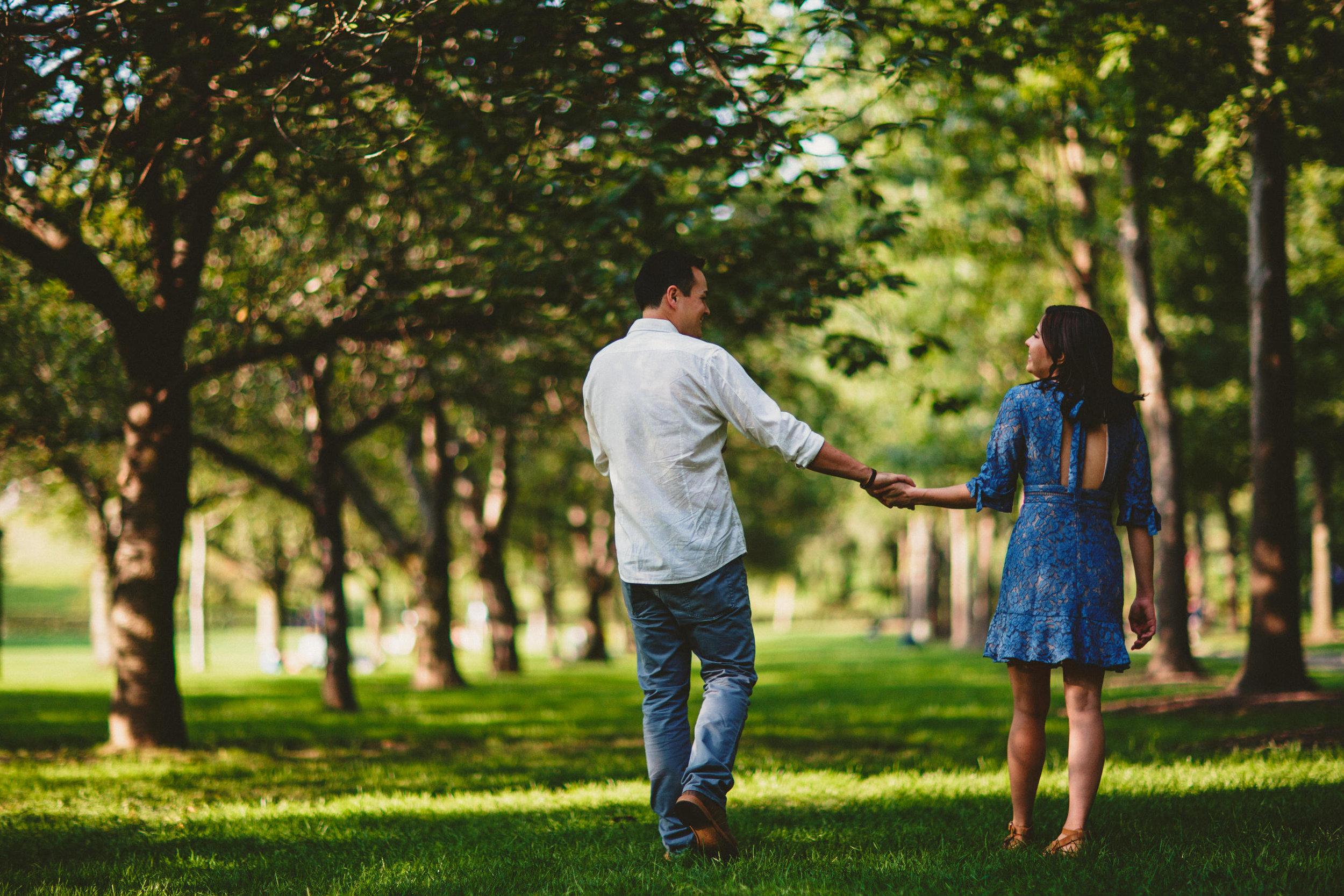 walk_through_the_park_denver_colorado_engagement_photographer.jpg