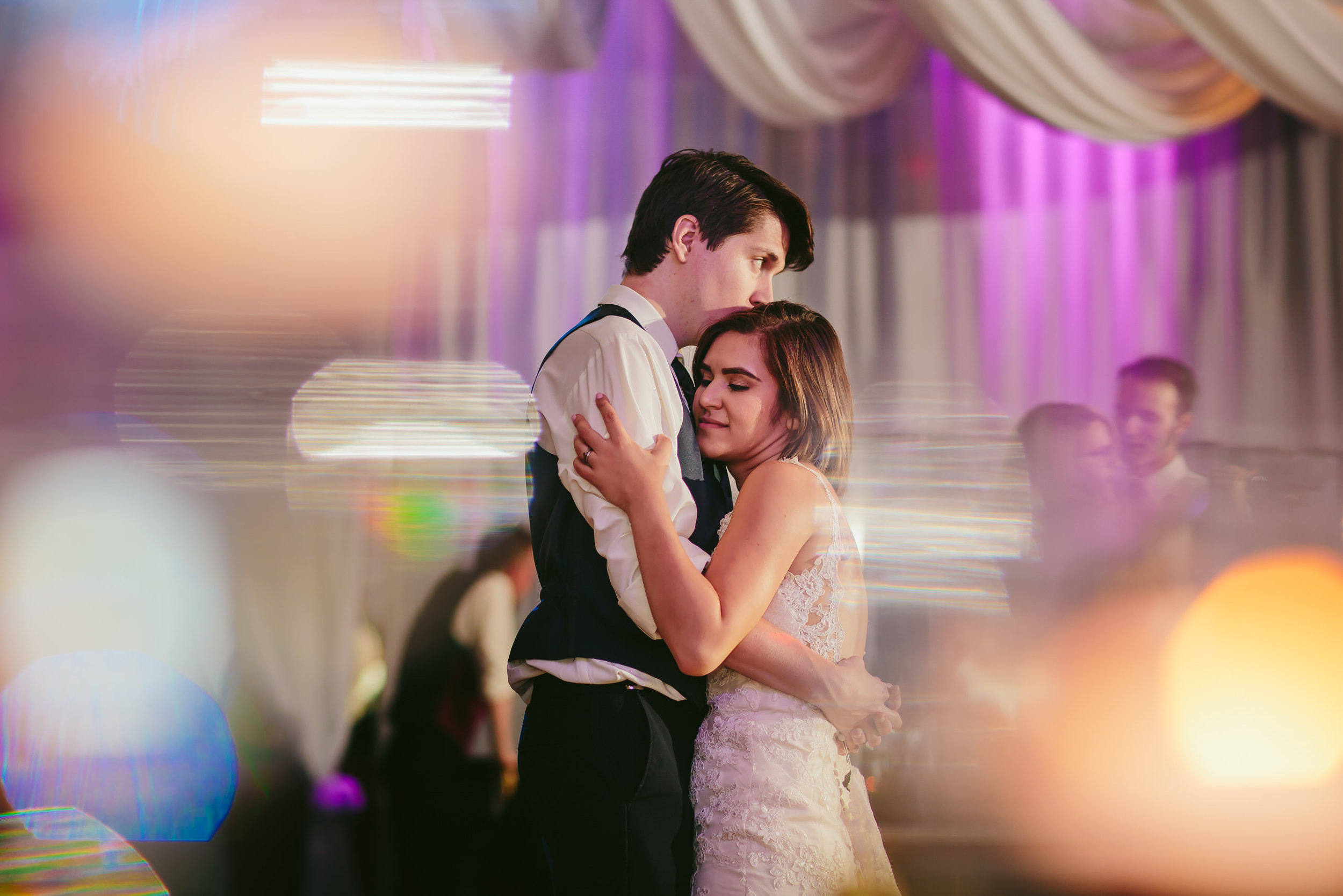 first_dance_love_moments_wedding_photography_tiny_house_hoto.jpg