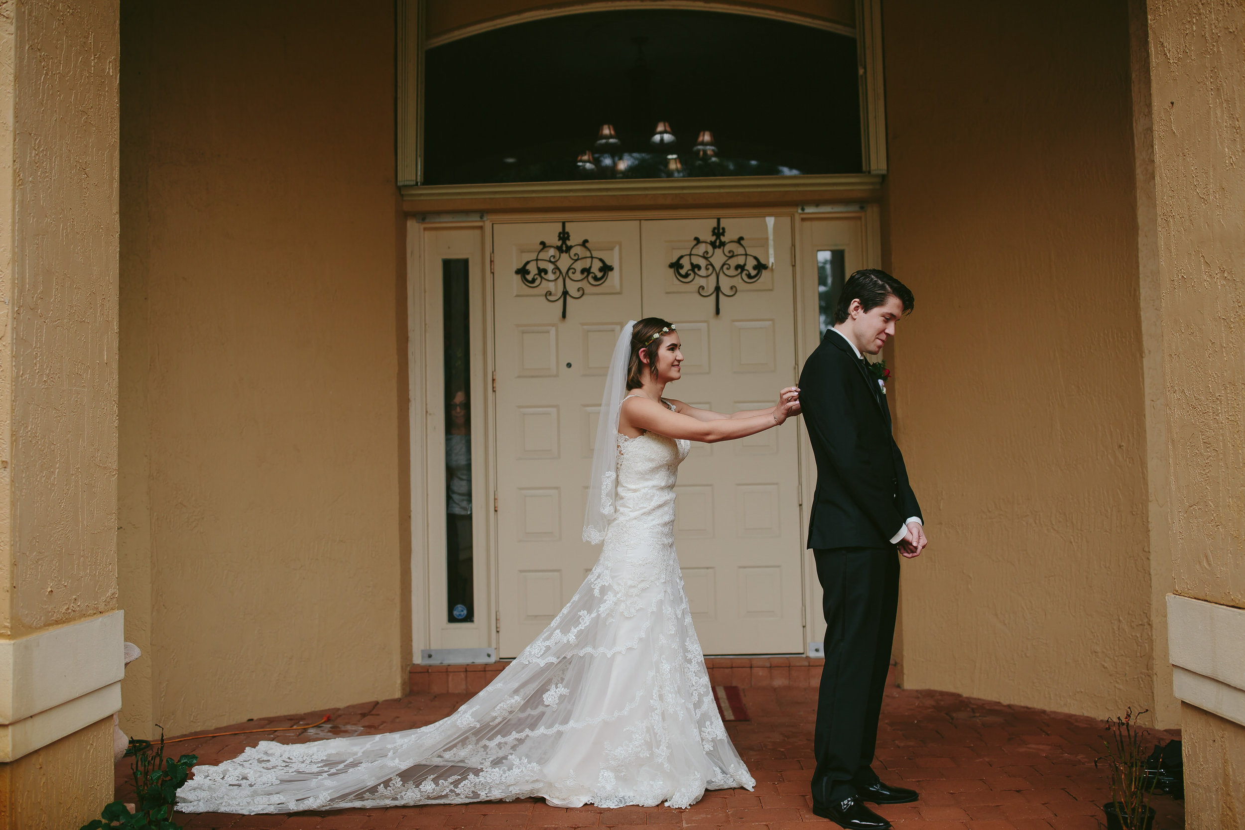 first_look_tiny_house_photo_best_wedding_photography.jpg