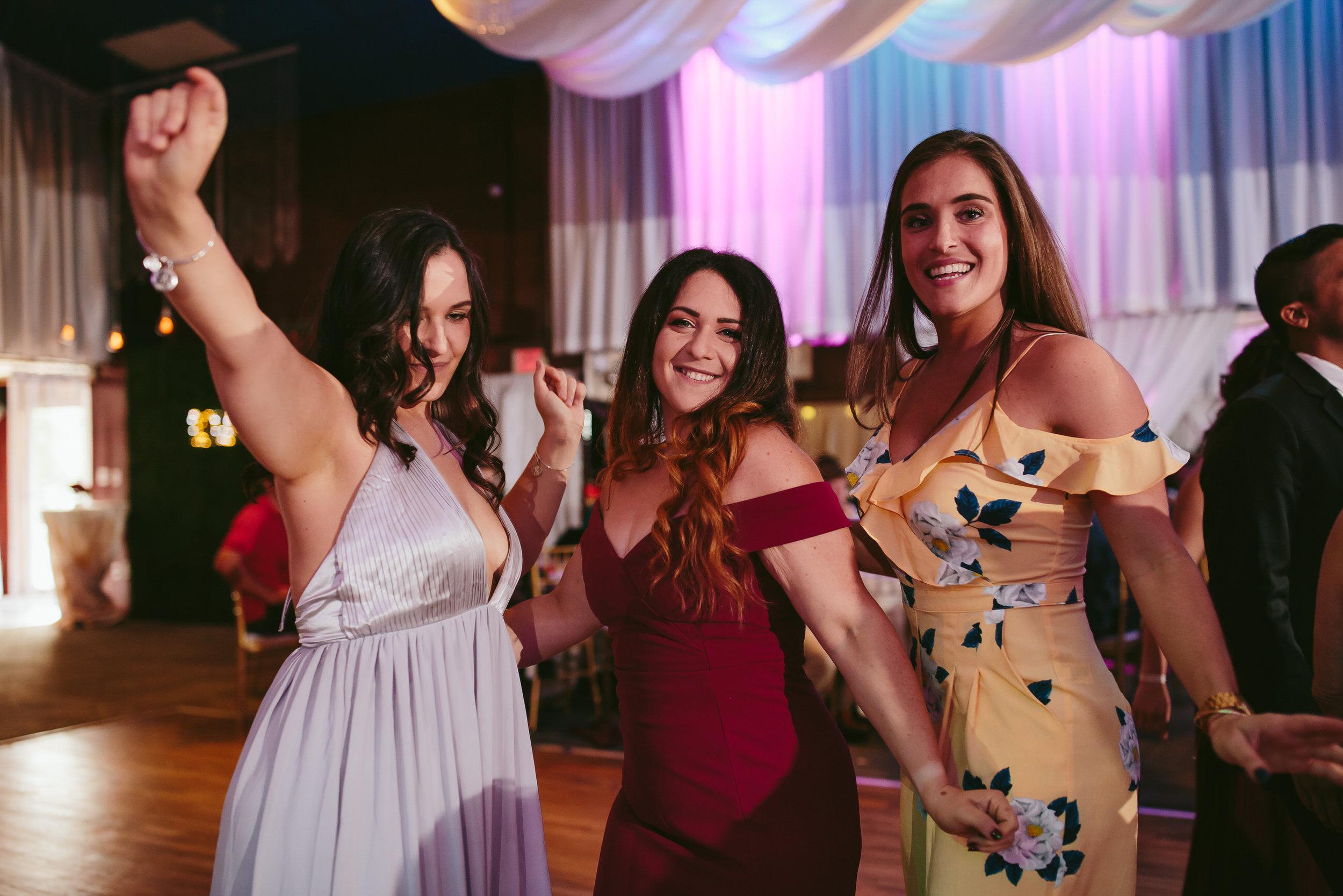 girls_dancing_tiny_house_photo_weddings.jpg