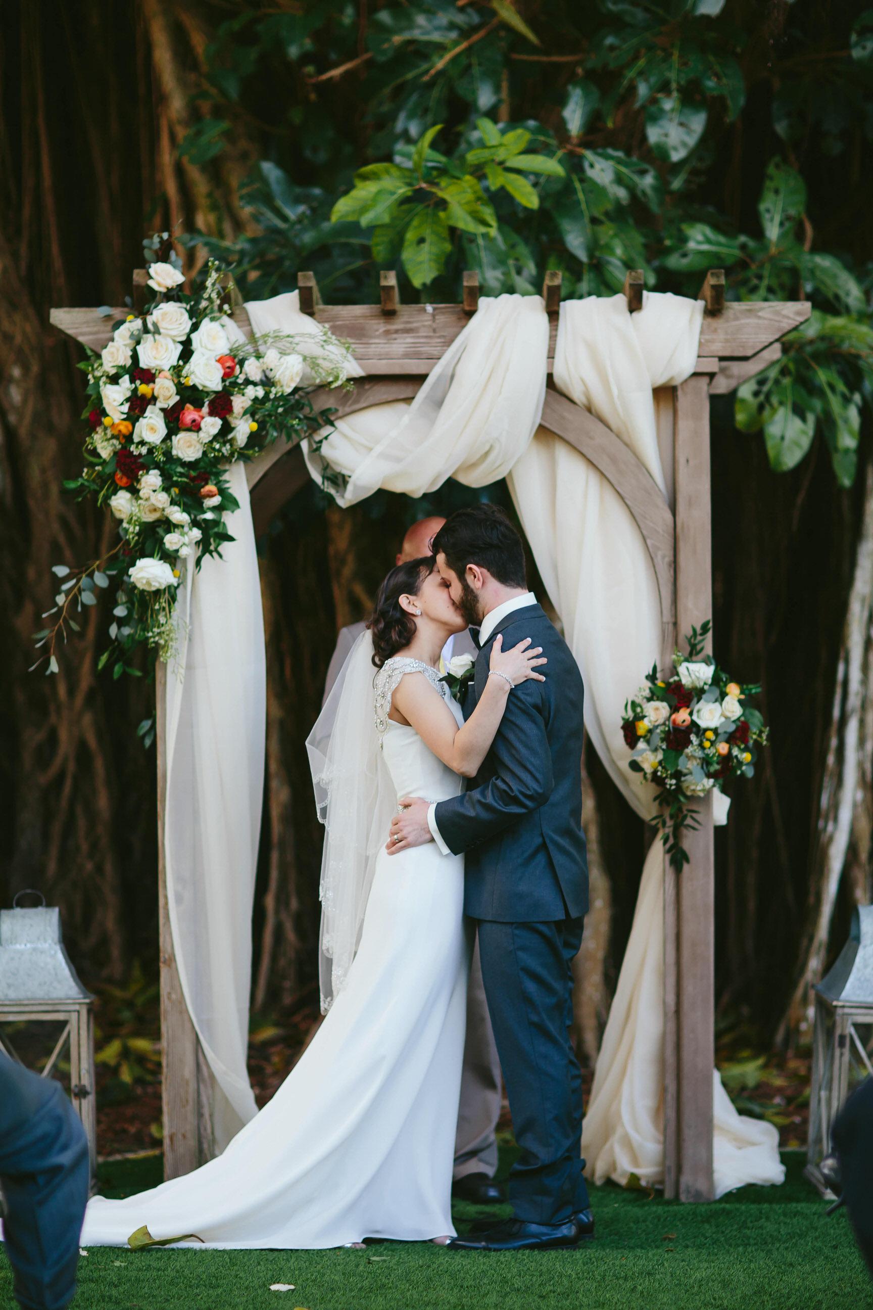 bride-groom-kiss-ceremony-tiny-house-photo-award-winning-travel-photographer.jpg