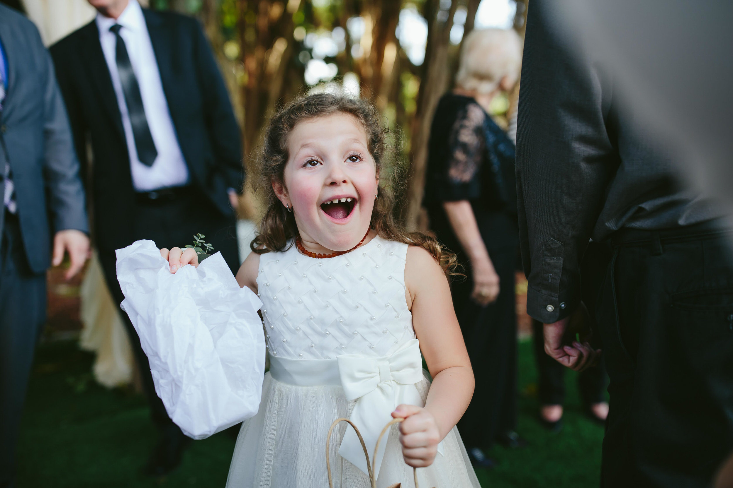 flower-girl-amazing-tiny-house-photo-weddings.jpg