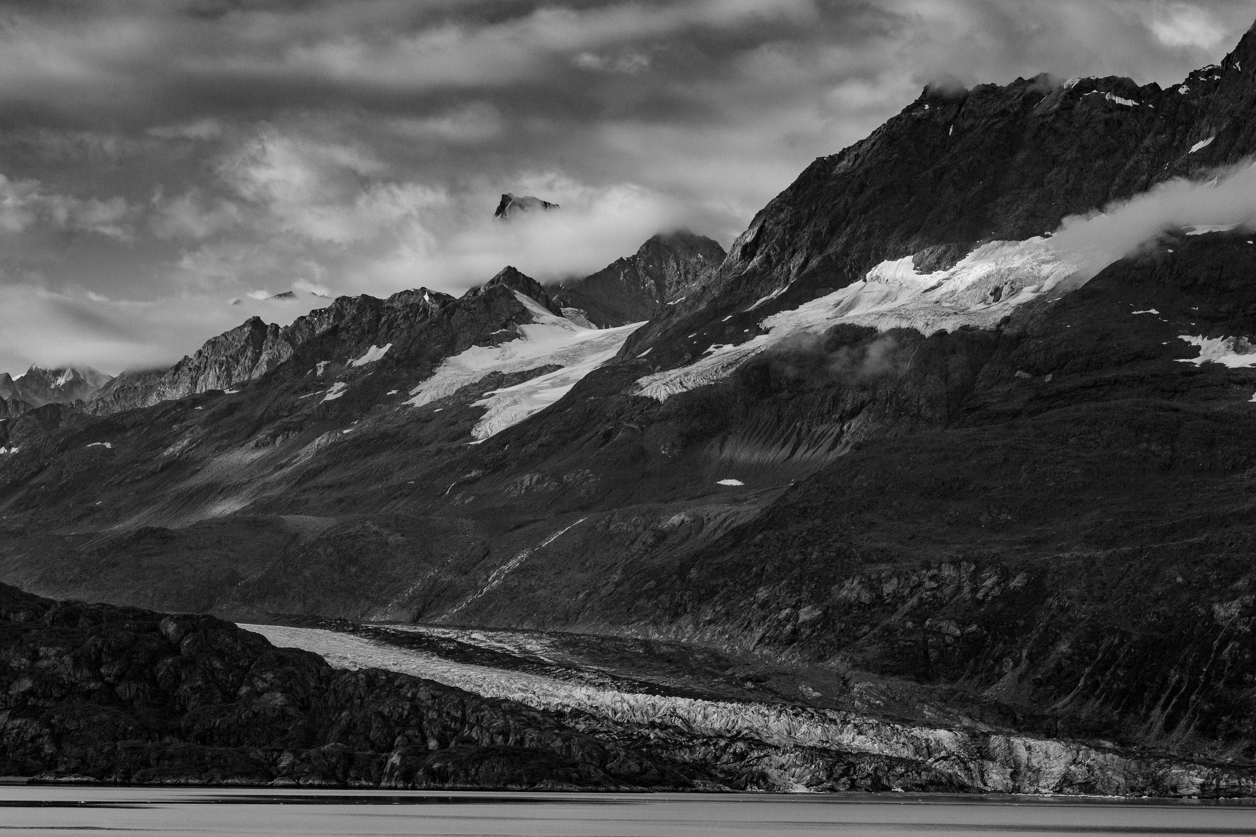 black_and_white_glaciers_glacier_bay_tiny_house_photo_travel_adventures-1.jpg