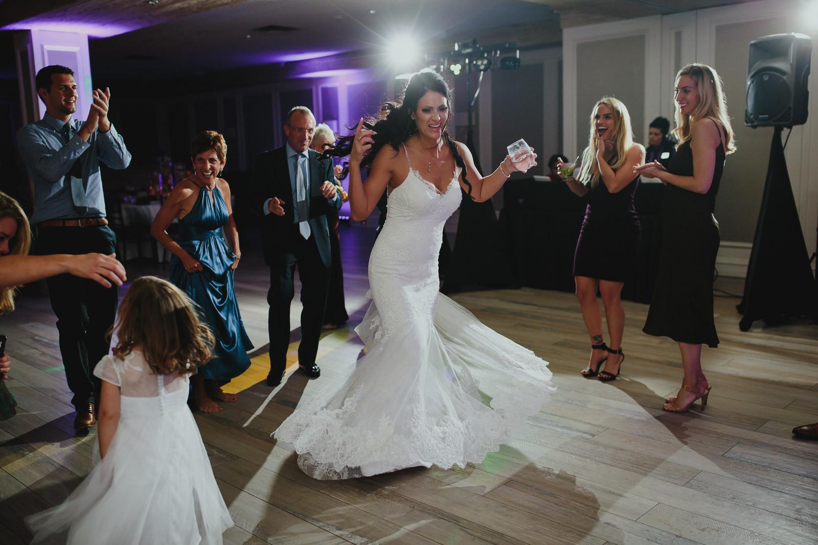 bride_dancing_tiny_house_photo_wedding_photojournalism.jpg