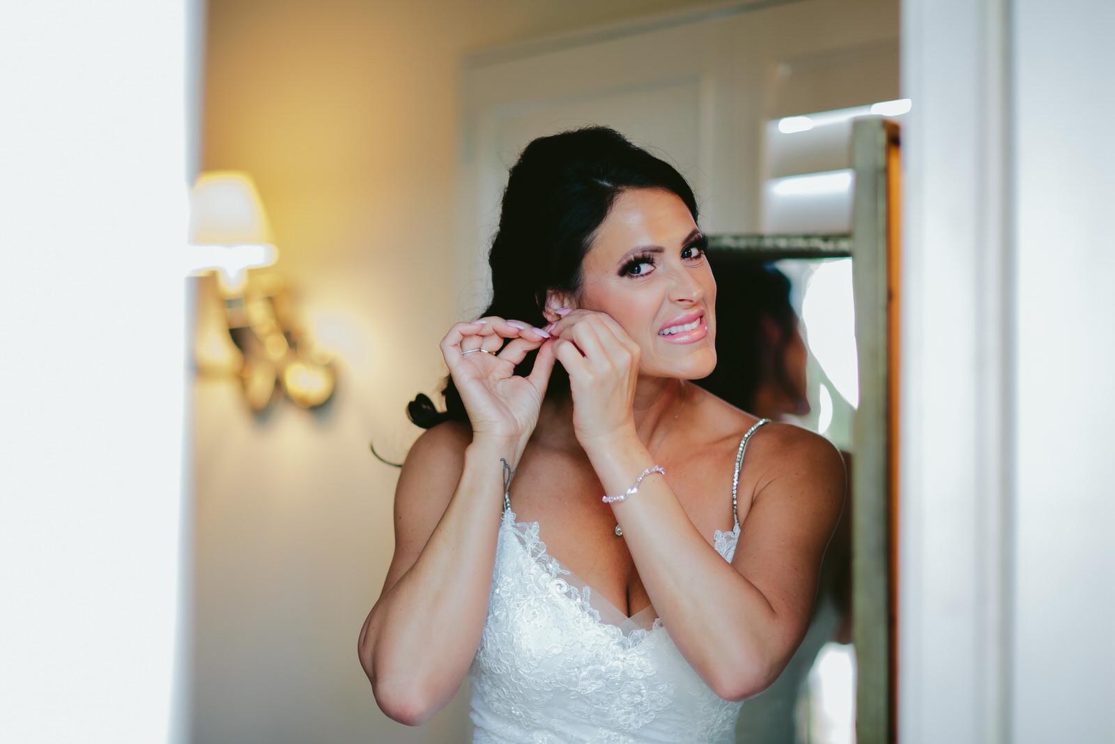 bride_getting_ready_tiny_house_photo_stephanie_lynn_florida_weddings.jpg