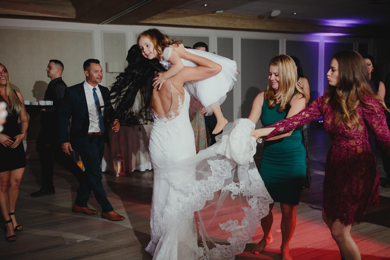 fun_moments_tiny_house_photo_weddings.jpg