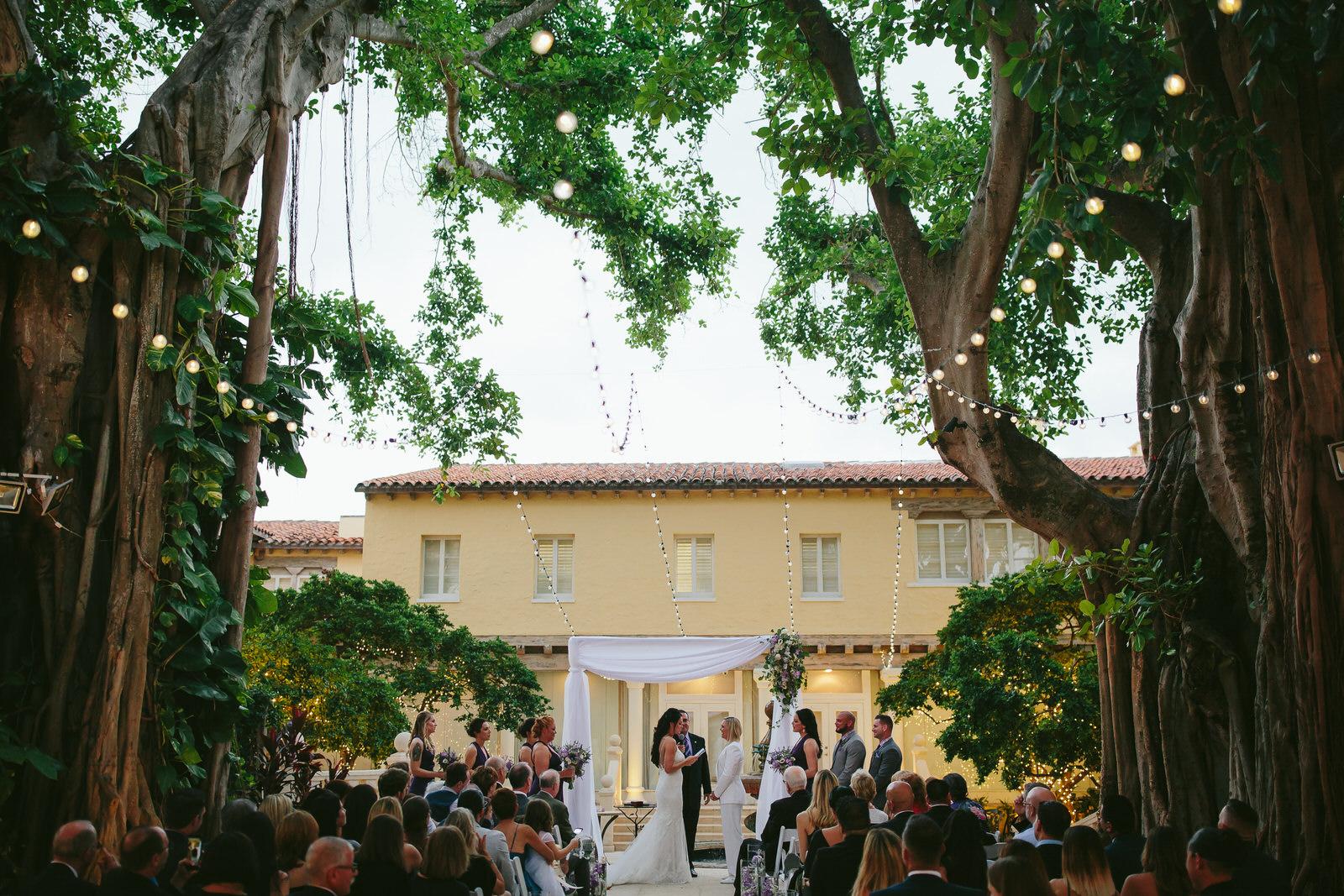international_wedding_photographer_tiny_house_photo.jpg