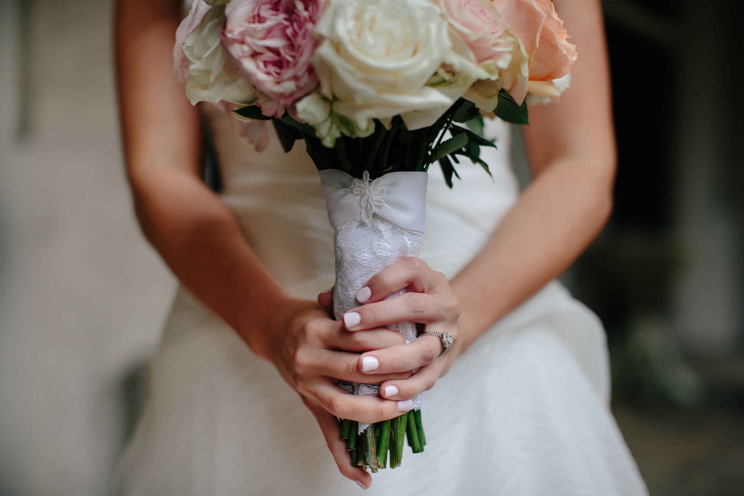 bridal_bouquet_tiny_house_photo_luxury_wedding_photographer.jpg