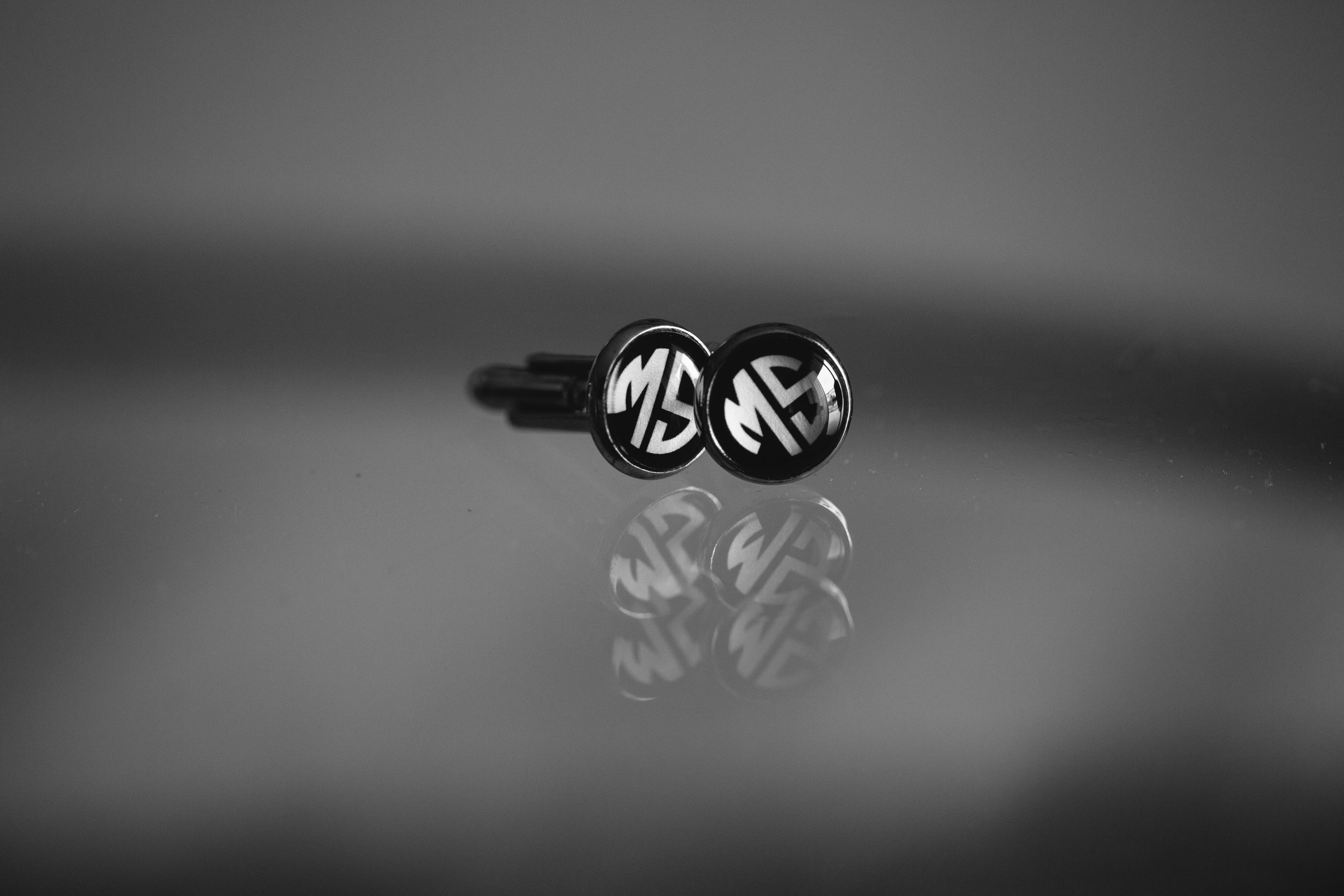 wedding_cufflinks_miami_luxury_wedding_photographer_tiny_house_photo.jpg