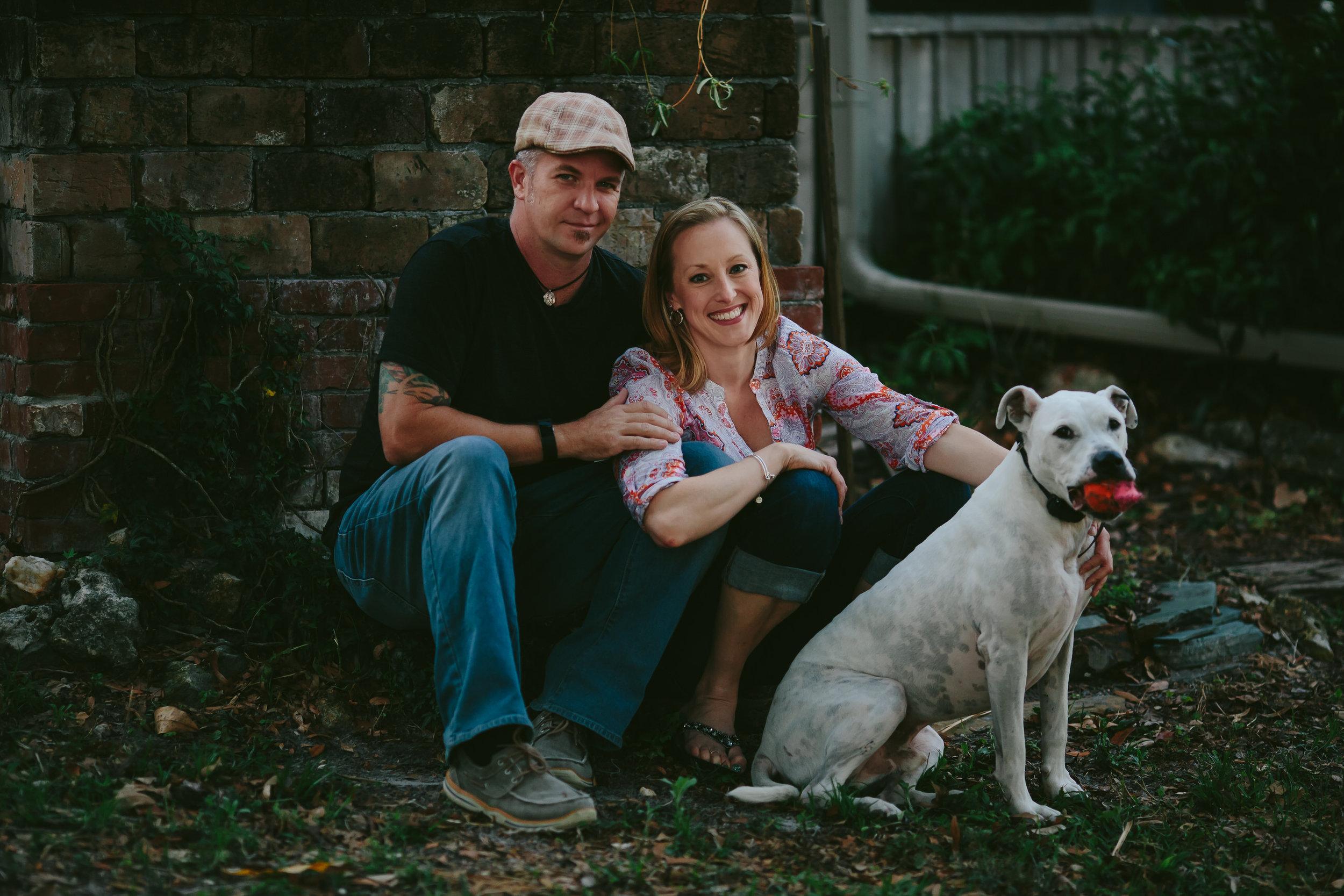 engagement_portraits_dog_pet_tiny_house_photo.jpg