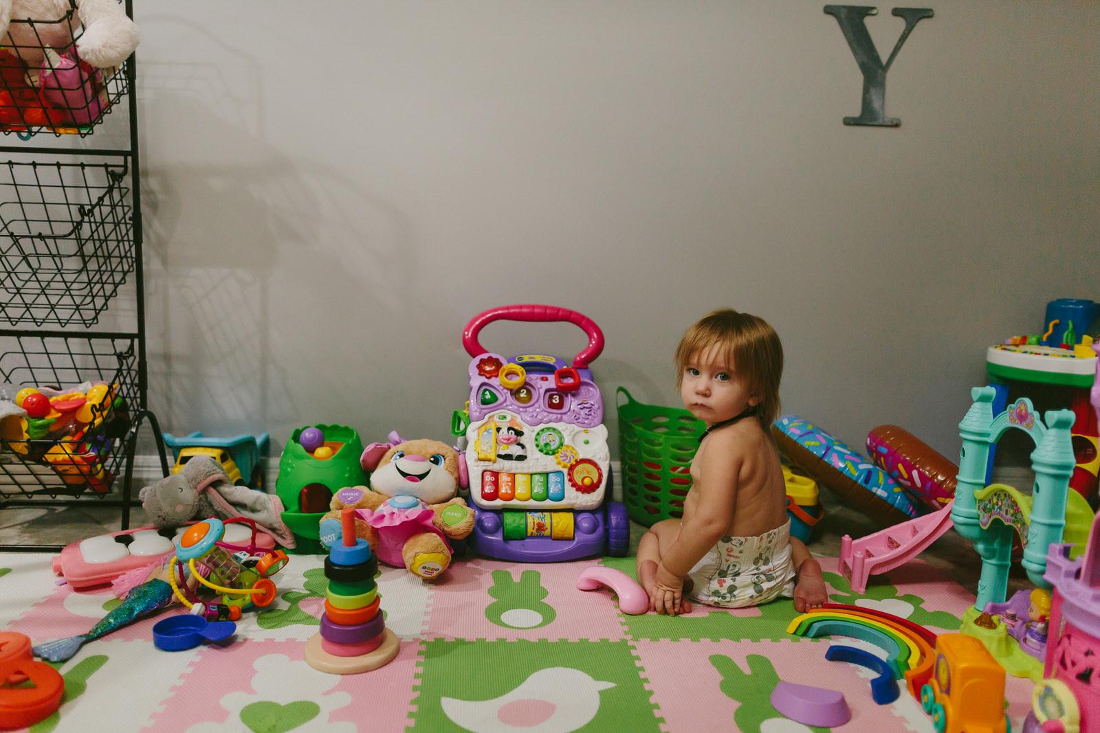 toddler portrait session documentary tiny house photo