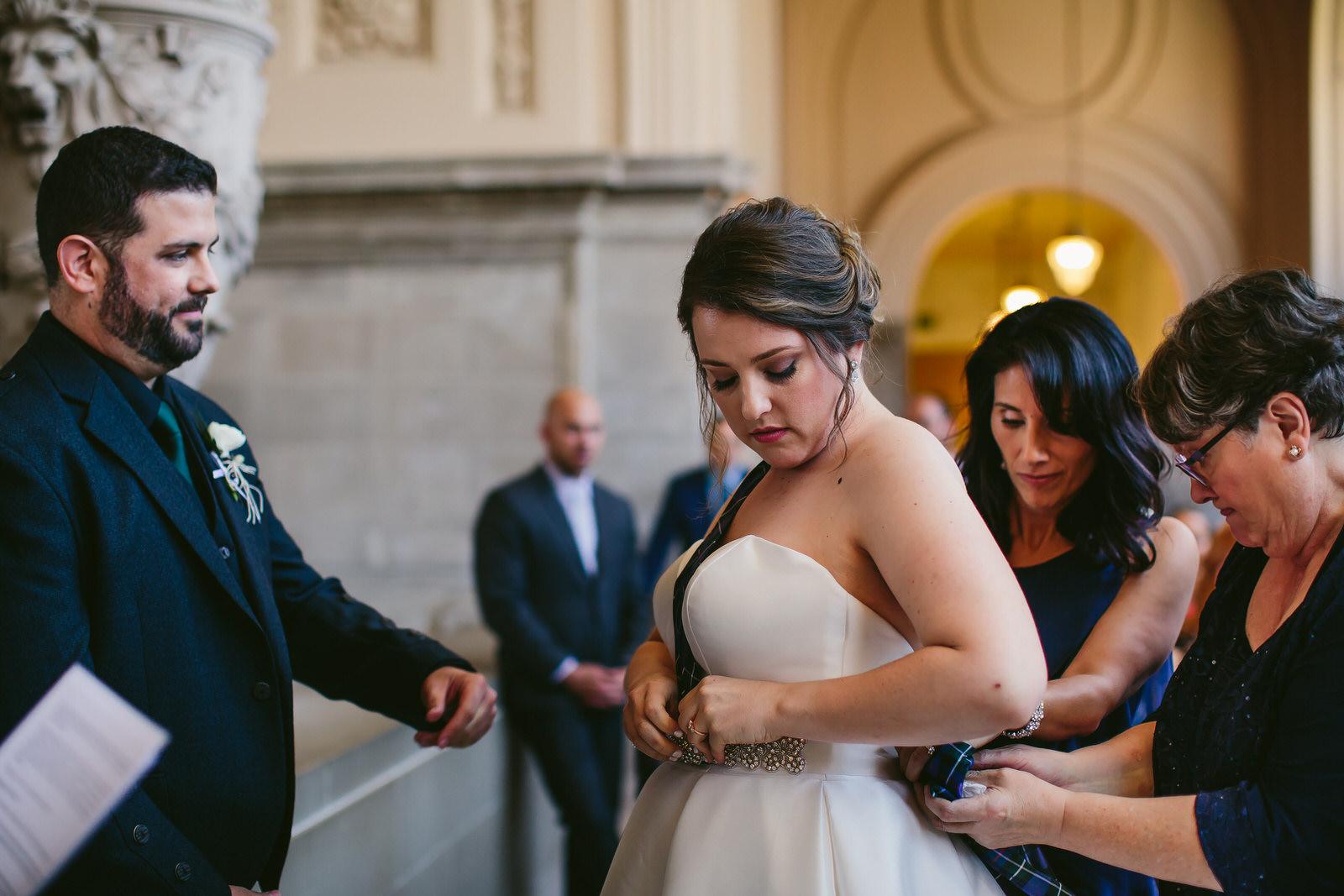 wedding_ceremony_traditions_scottish_kilt_tiny_house_photo.jpg