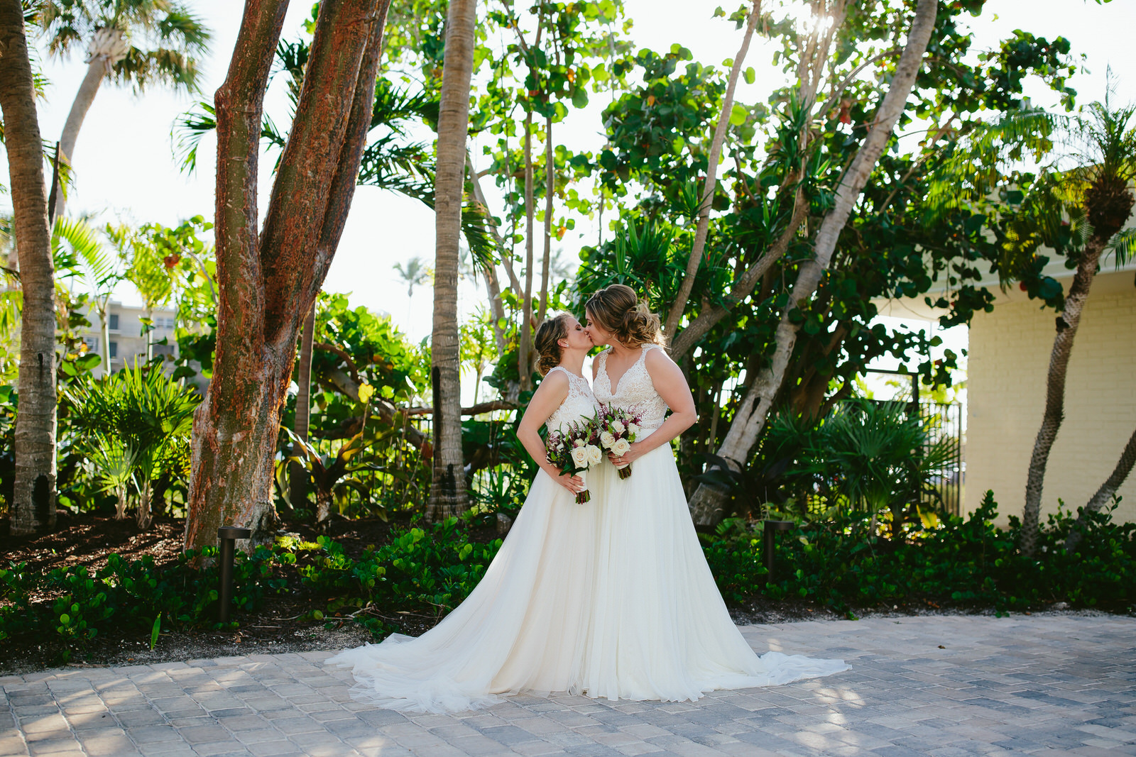 brides_kissing_amara_cay_resort_islamorada.jpg