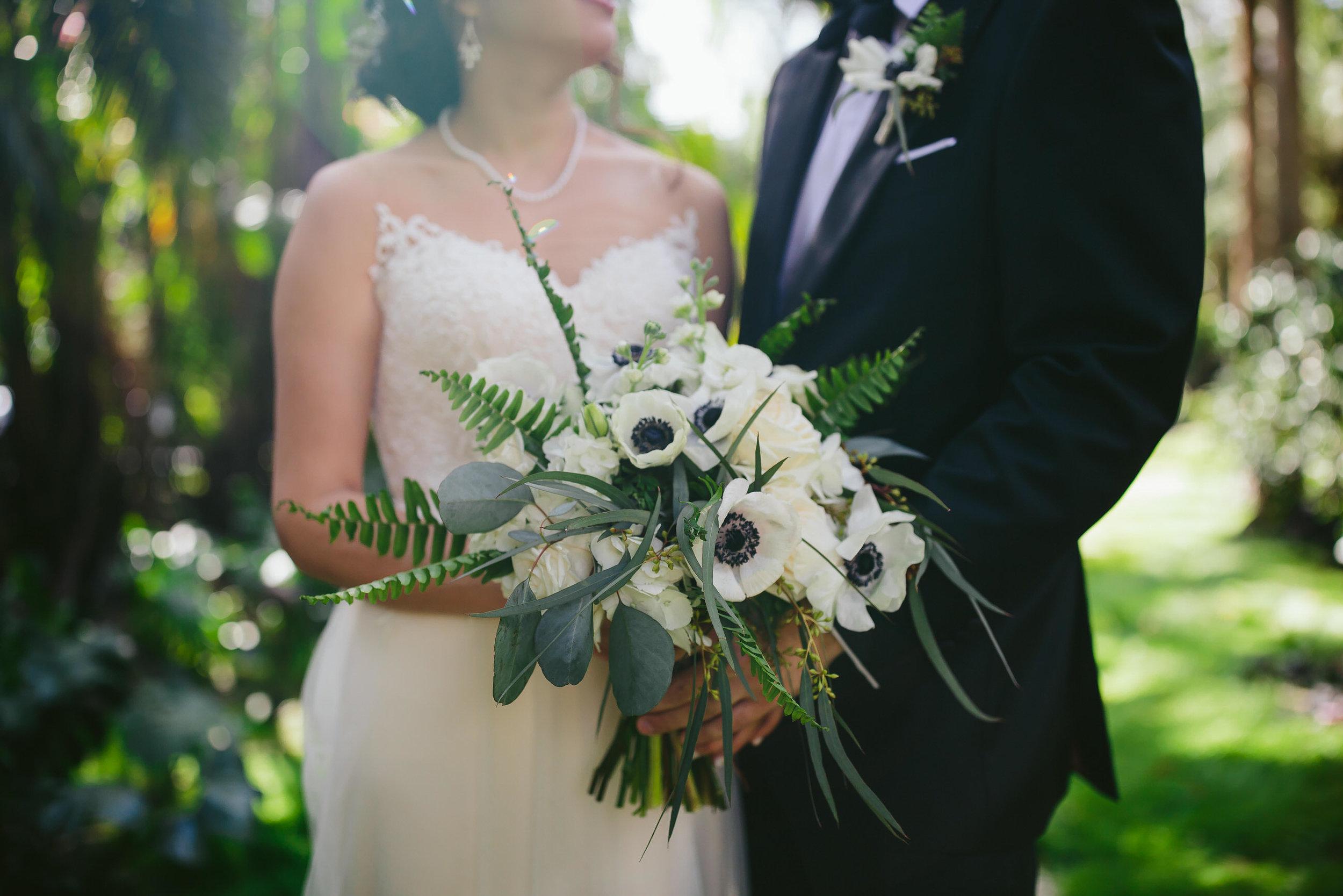 gorgeous_wedding_bouquet_tiny_house_photo_international_award_winning_fearless_photographer.jpg