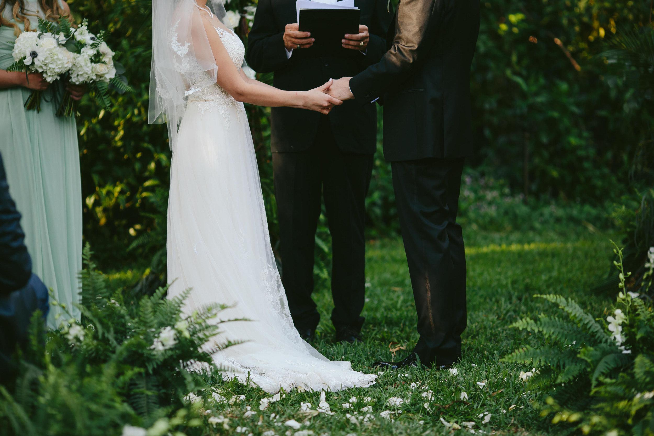 gorgeous_backyard_wedding_tiny_house_photo_twilight_inspired.jpg