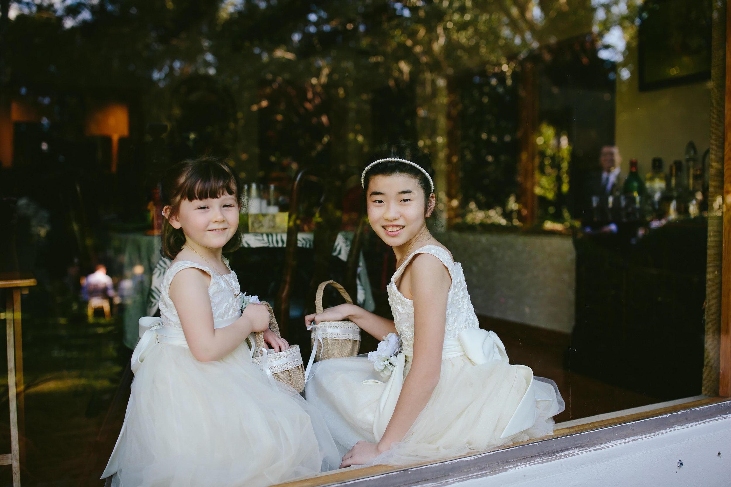 cute_kids_wedding_seattle_wedding_photographer_tiny_house_photo.jpg