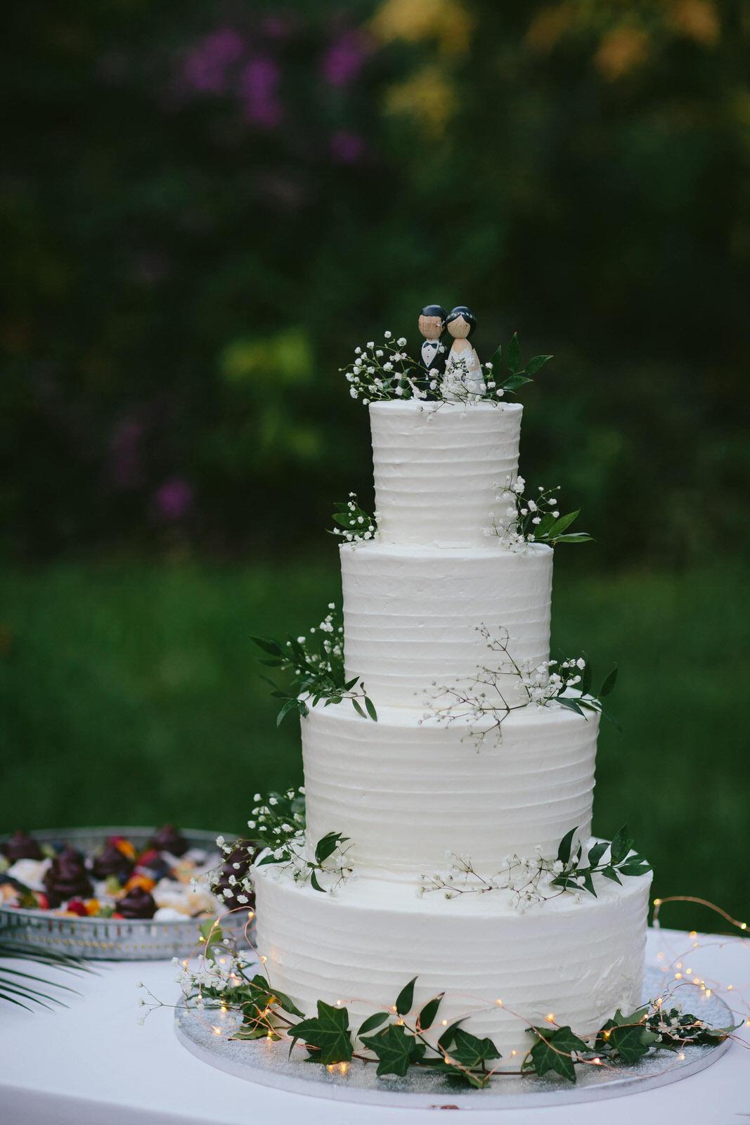 gorgeous_4_tier_cake_babys_breath_luxury_wedding_photography.jpg