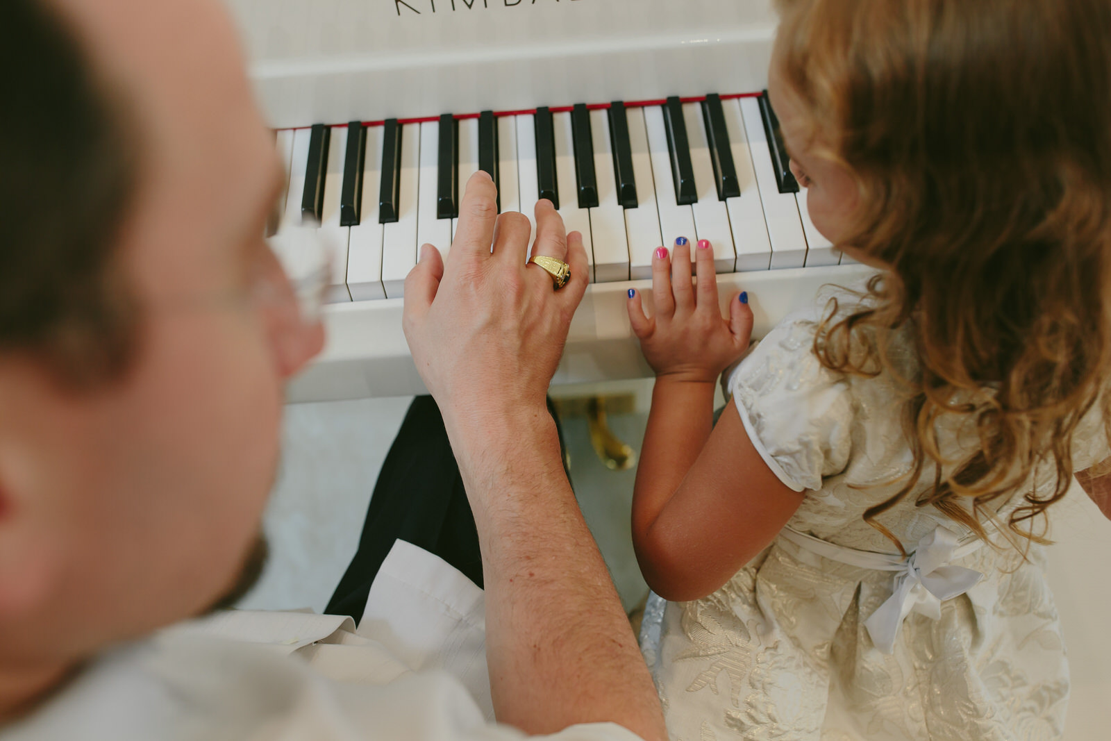 daddy_daughter_playing_piano_tiny_house_photo.jpg