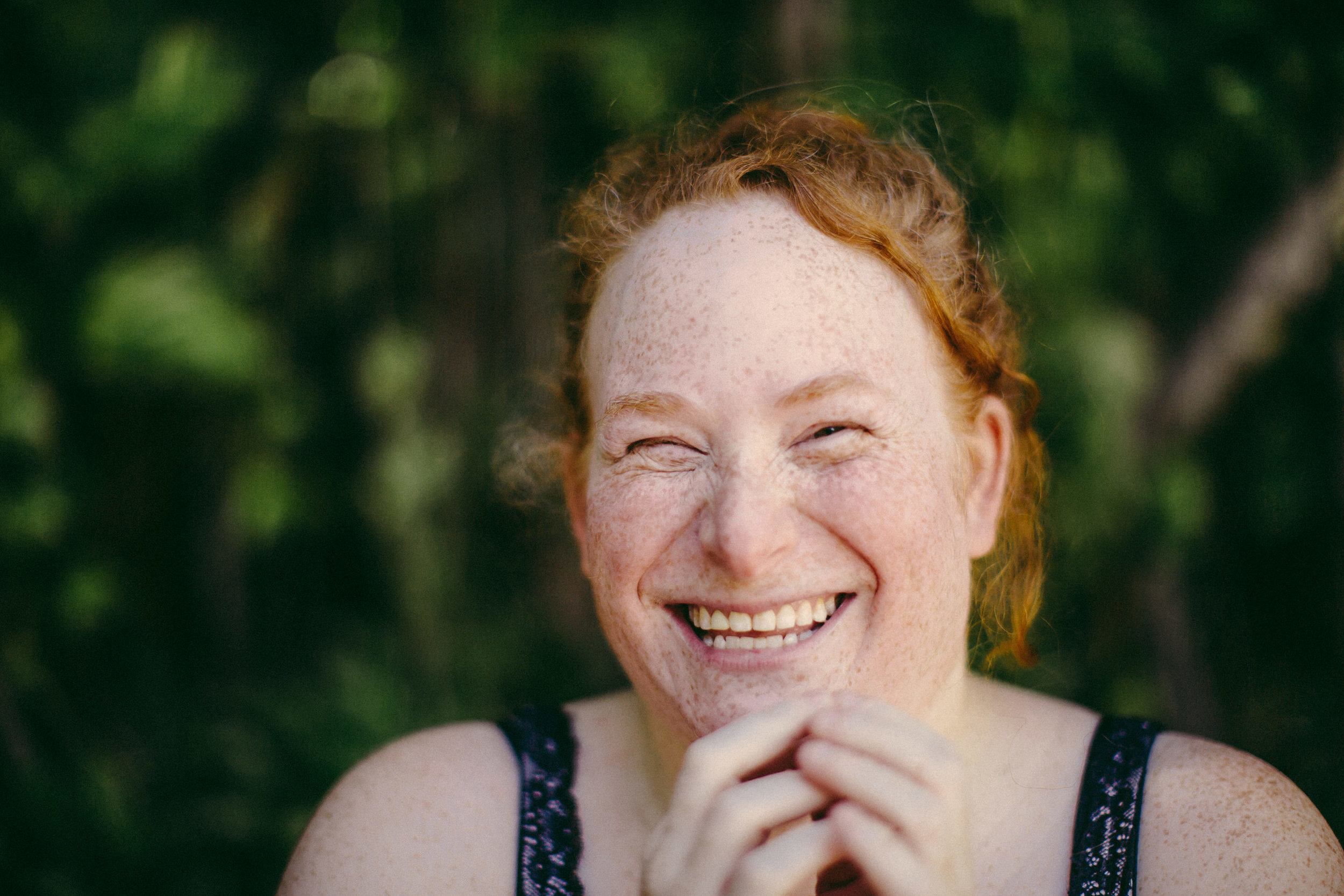 redhead-laughing-portraits-fort-lauderdale-tiny-house-photo-branding-lifestyle-photographer.jpg