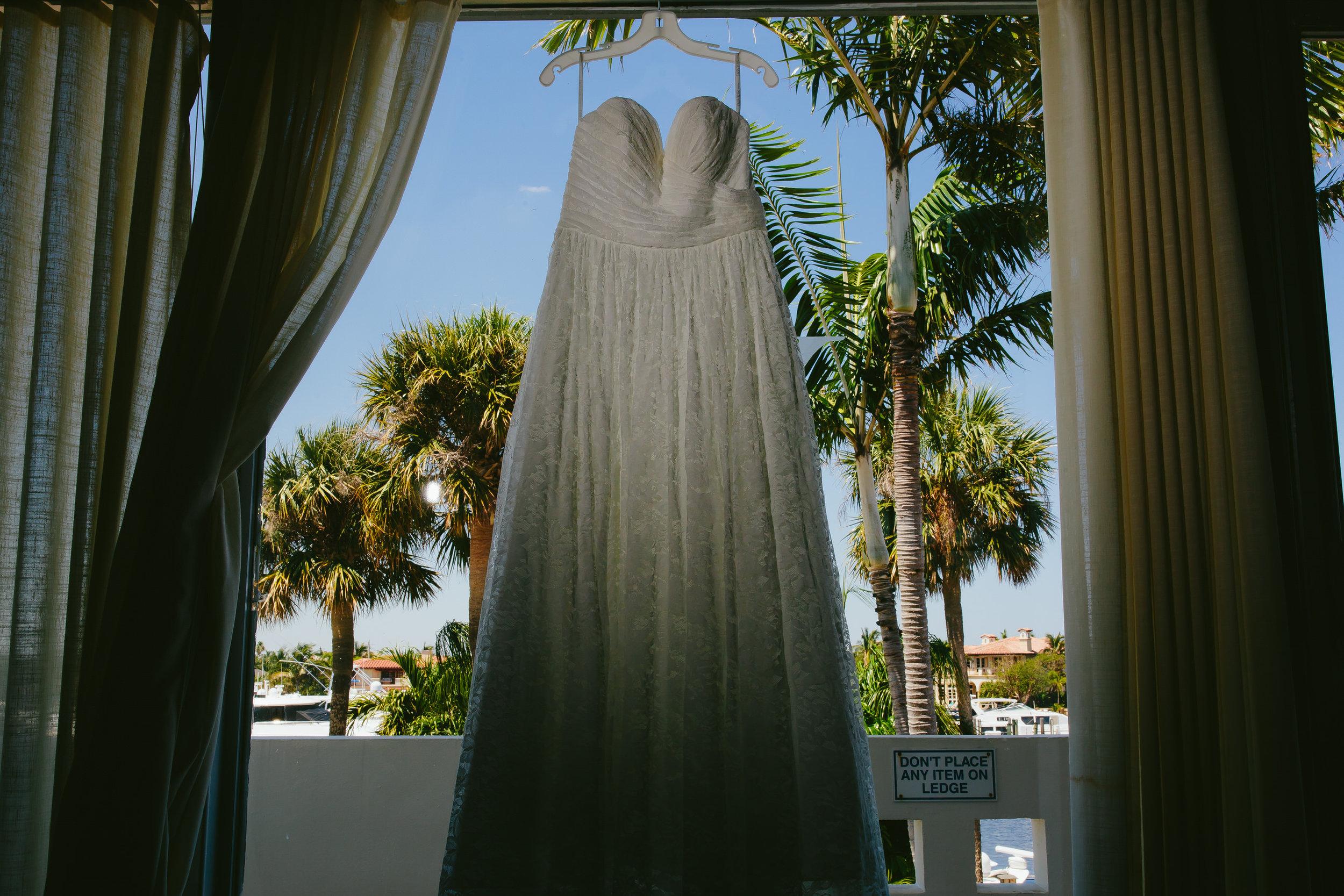 wedding_dress_palm_trees_lighthouse_point_yacht_club