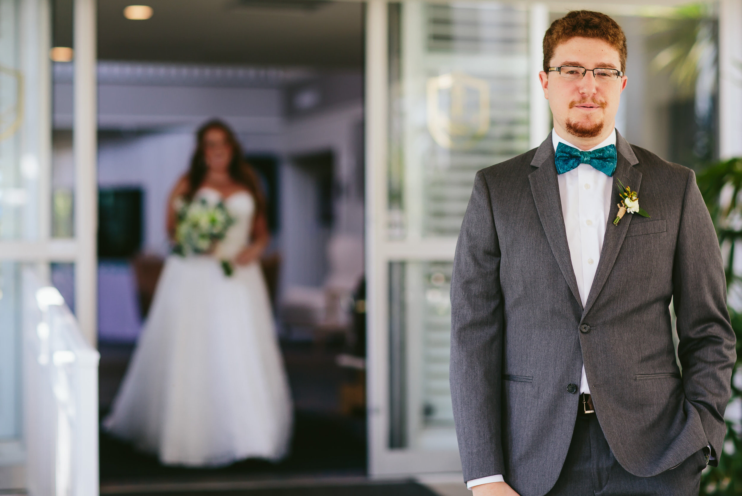 lighthouse_point_yacht_club_wedding_first_look_bride_groom_.jpg