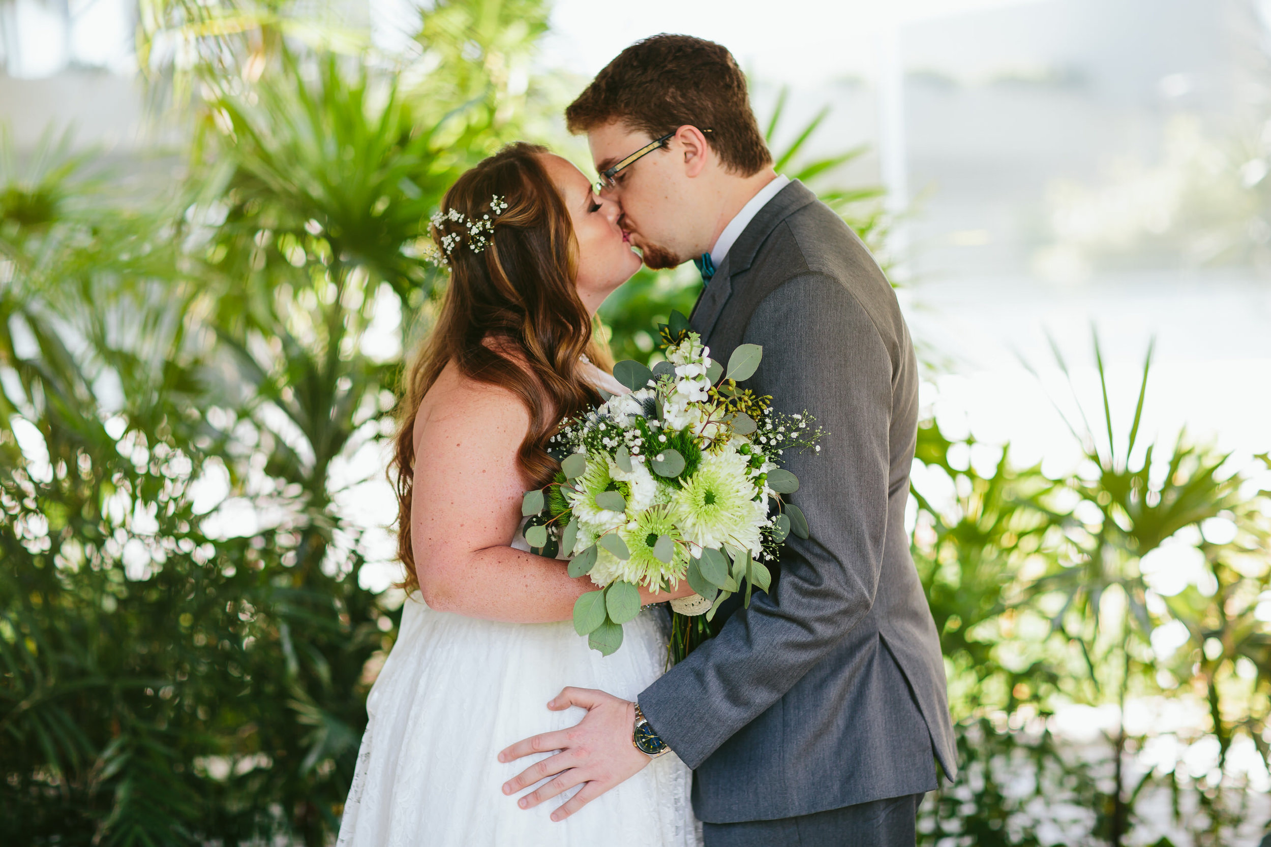 lighthouse_point_yacht_club_wedding_first_look_bride_groom.jpg
