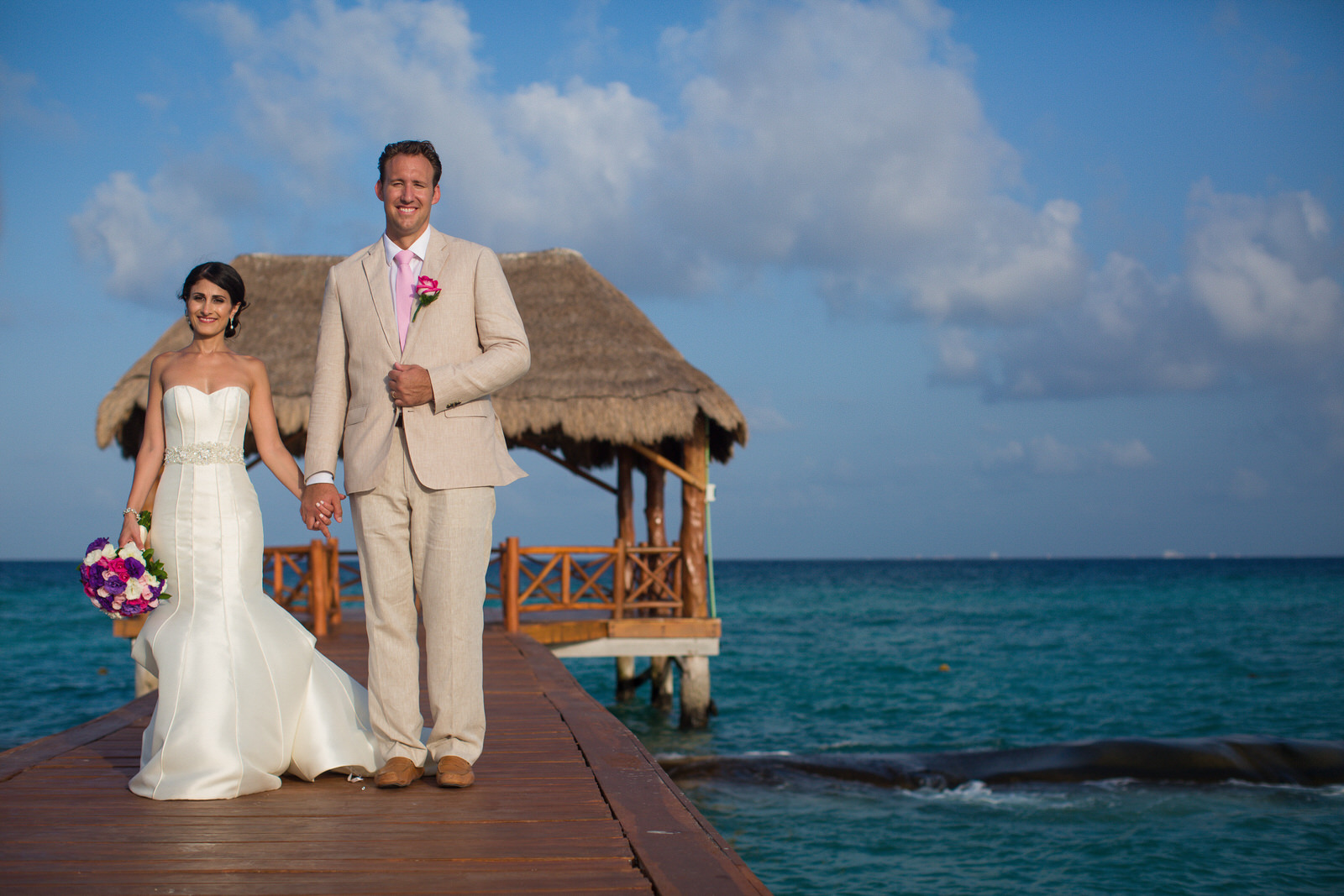 bride_and_groom_portraits_ocean_tropical.jpg