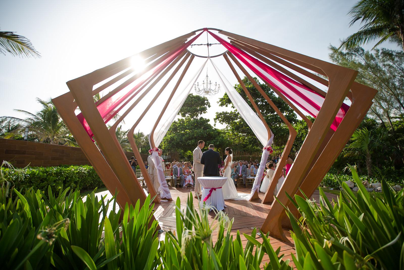 tropical_destination_wedding_tiny_house_photo.jpg